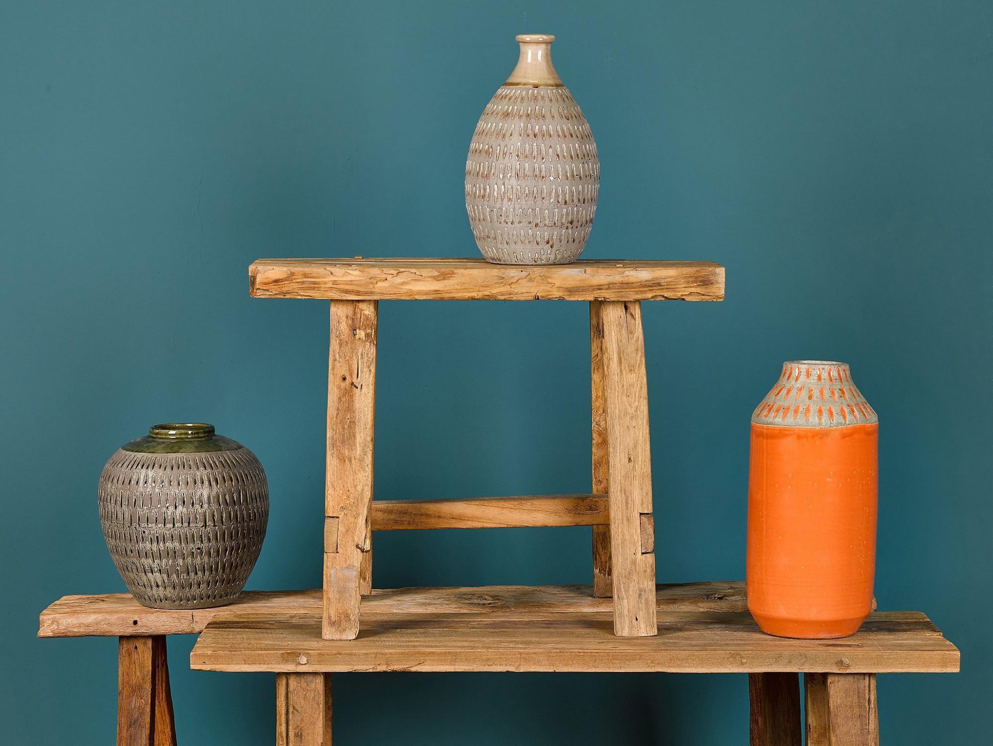 Afbeelding: Studio op locatie Simla, sfeer en compositie hout en aardewerk.