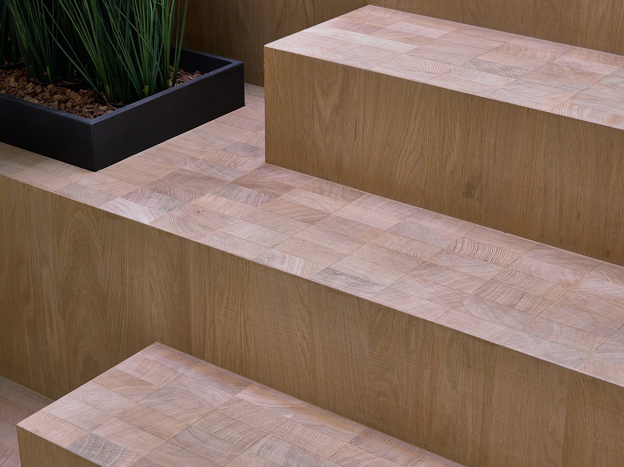 Afbeelding: Fotografie van trappen-parket in meubelfabriek Theuns te Kalmthout.