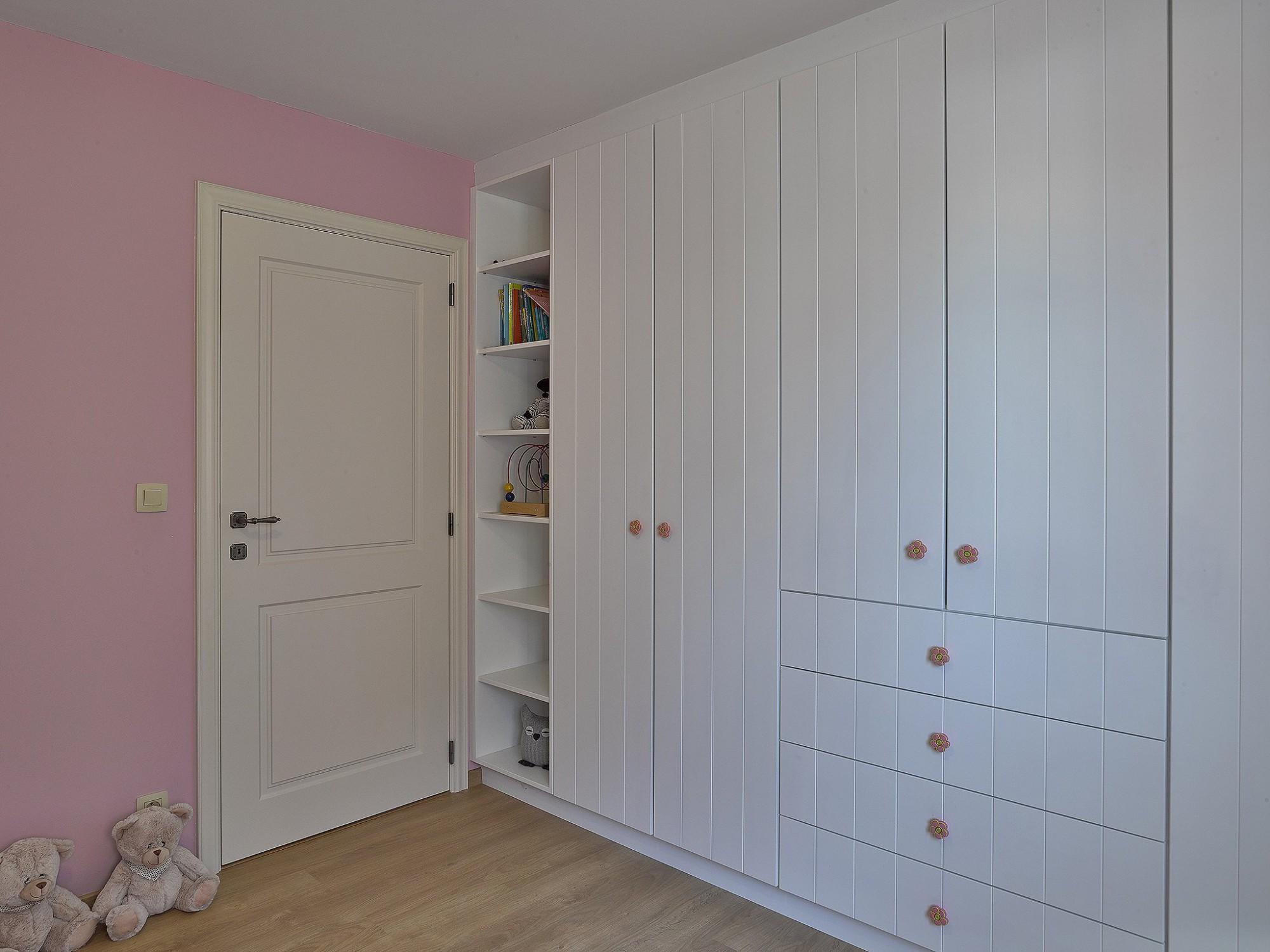 Afbeelding: Fotografie interieur - binnendeuren - kasten voor Houthandel Marijnissen. Interieurfotografie Foto Van Huffel.