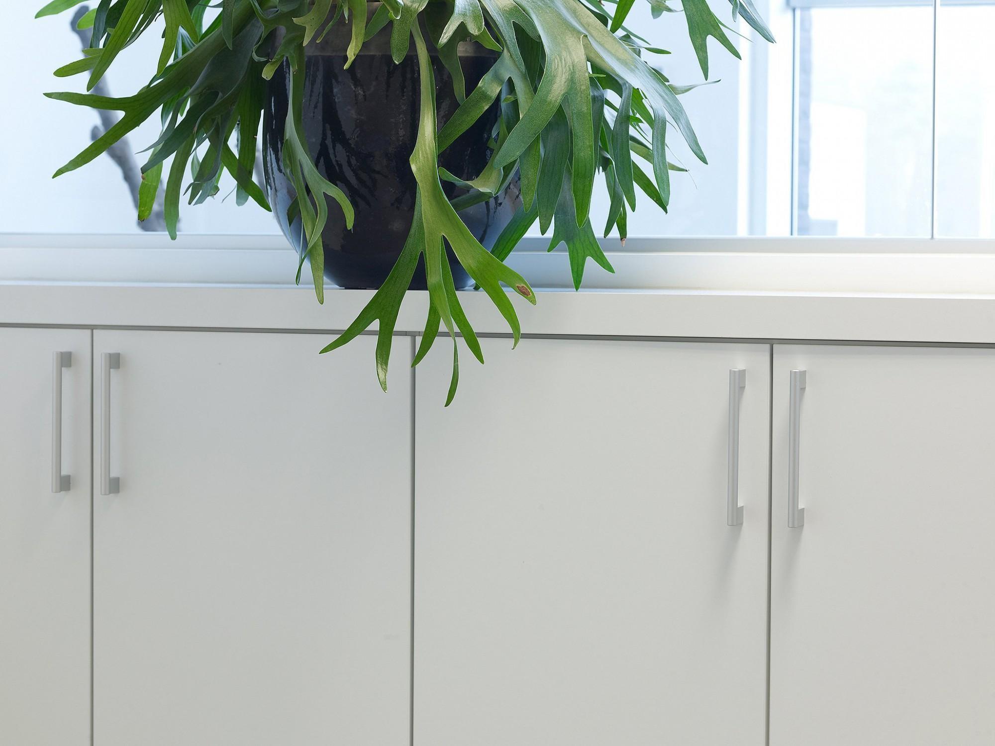 Afbeelding: Interieur fotografie kasten detail, kantoor te Meer voor 4U-design.