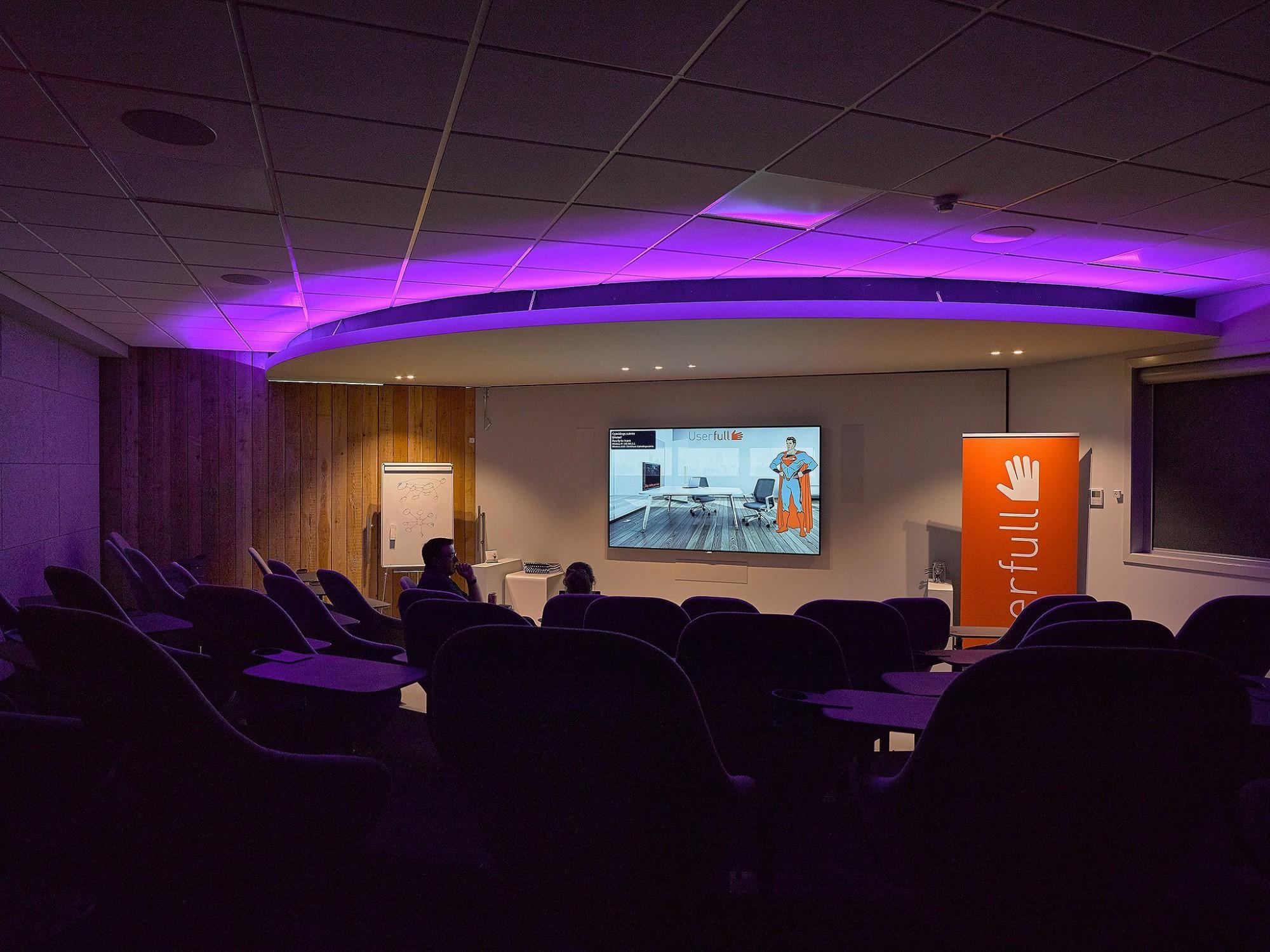 Afbeelding: Interieur fotografie presentatie ruimte, cinema te Boom voor © Cinedream.