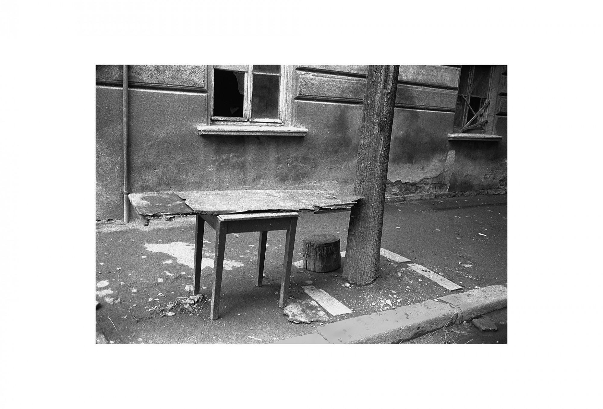 Afbeelding: Fotokunst Dominique Van Huffel, uit de reeks: Waar de sterre bleef stille staan. Bulgarije.