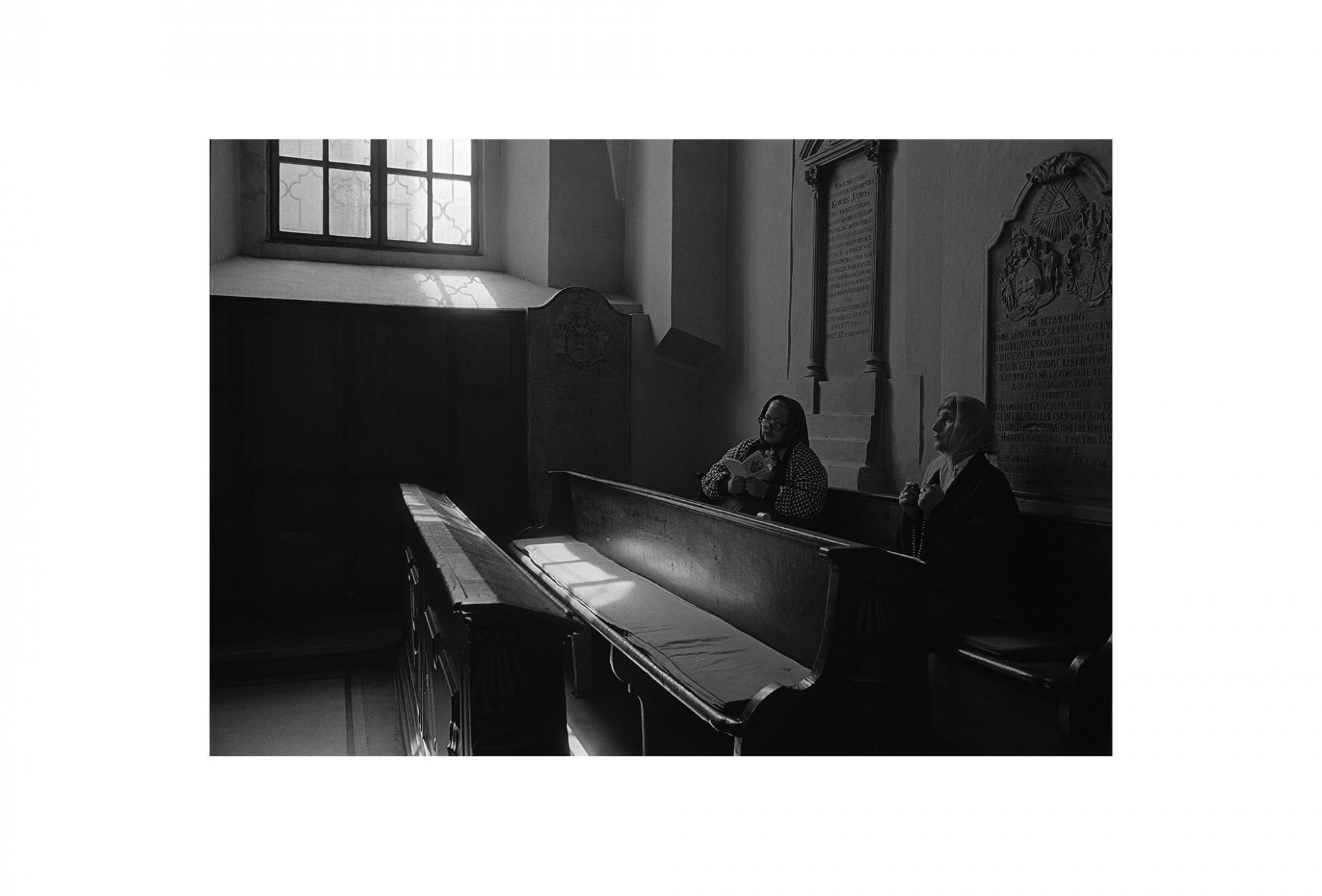 Afbeelding: Fotokunst Dominique Van Huffel, uit de reeks: Waar de sterre bleef stille staan. Roemenië.
