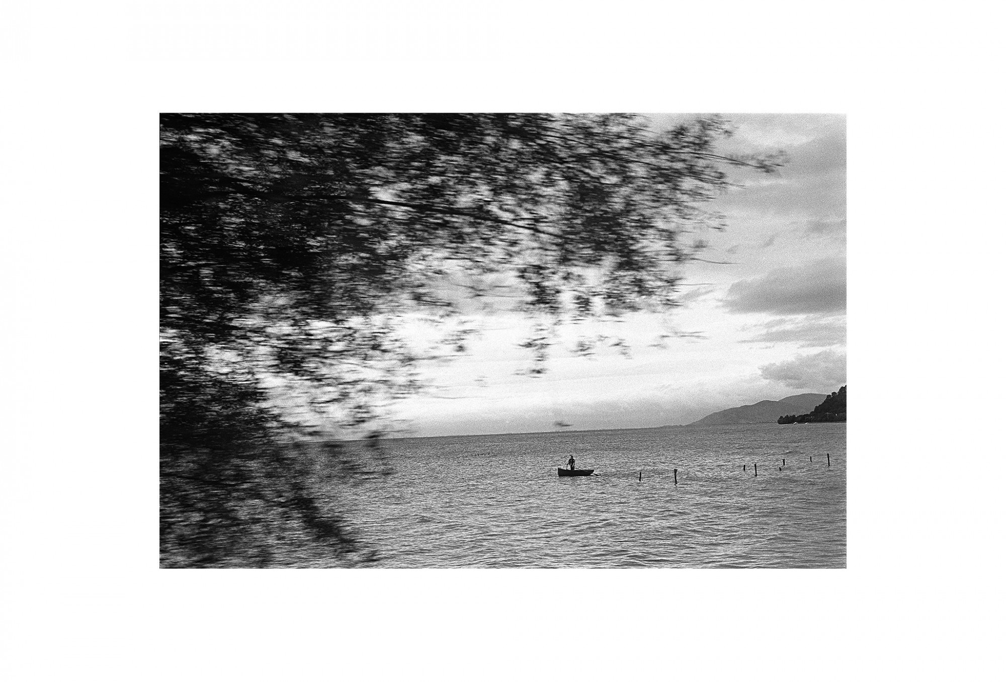 Afbeelding: Fotokunst Dominique Van Huffel, uit de reeks: Waar de sterre bleef stille staan. Albanië.