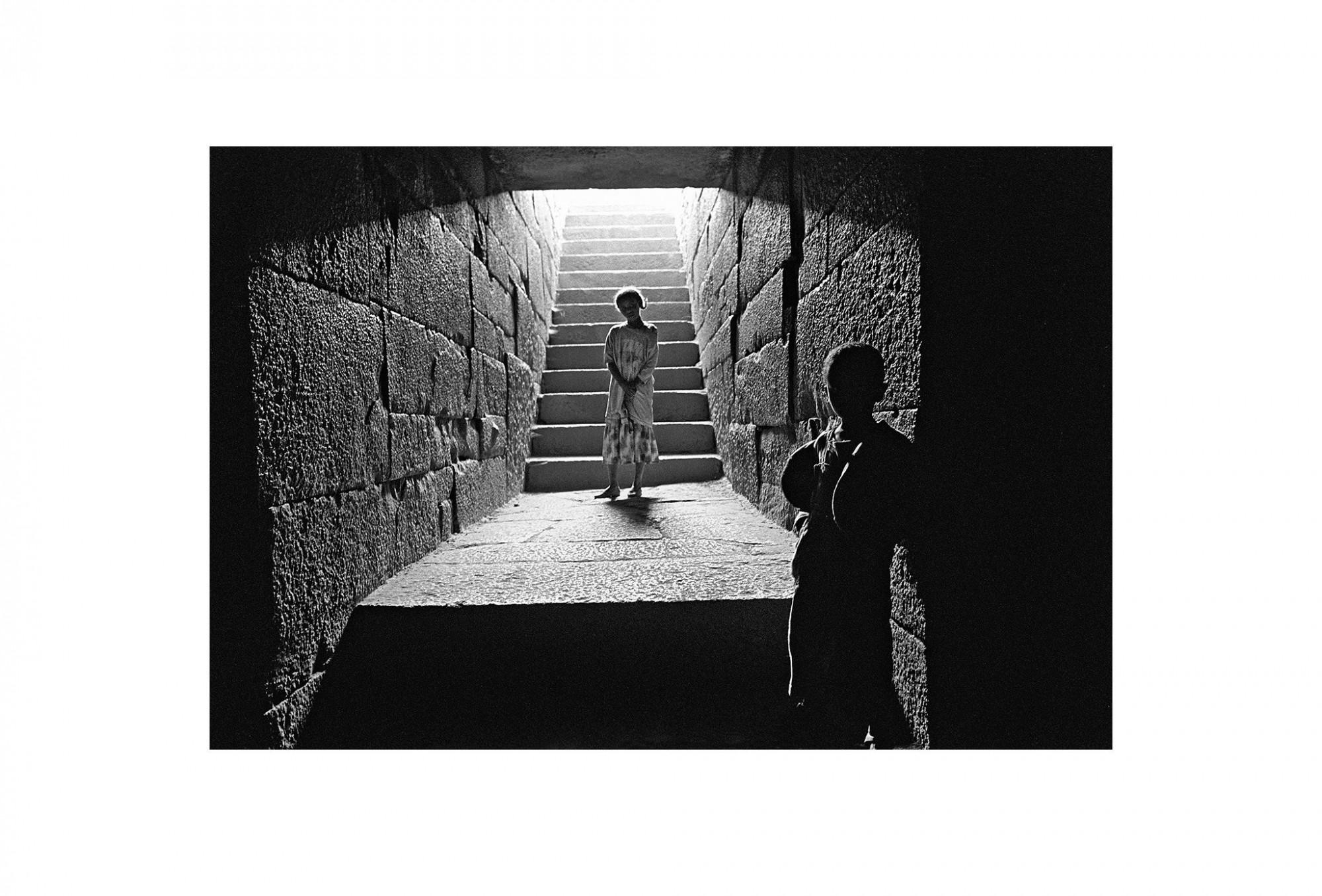 Afbeelding: Fotografie - Art, uit de reeks : De kleur van zwart. Ethiopië, 02-18-03, © Dominique Van Huffel.