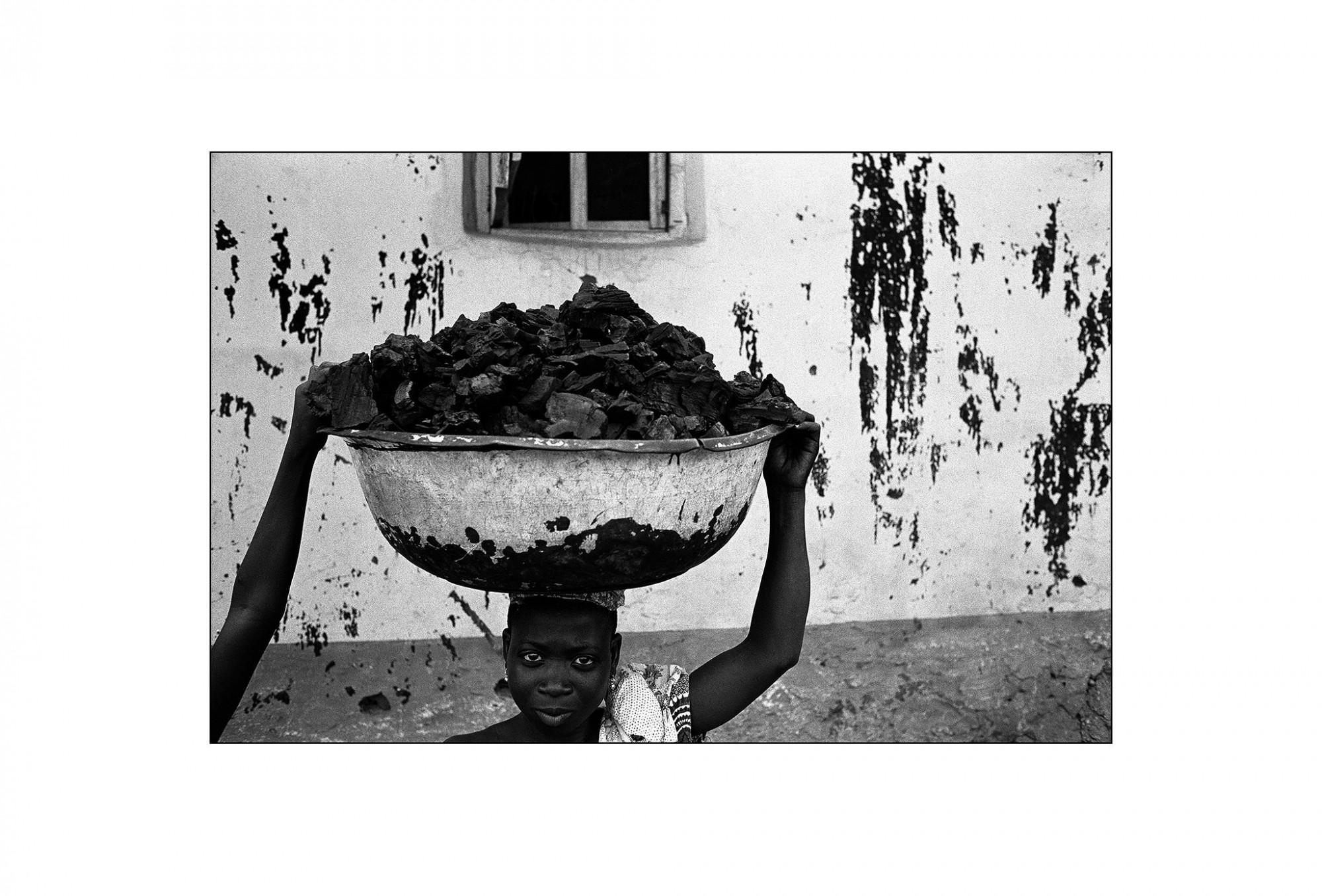 Afbeelding: Fotografie - Art, uit de reeks : De kleur van zwart.Togo, 01-08-23, © Dominique Van Huffel.