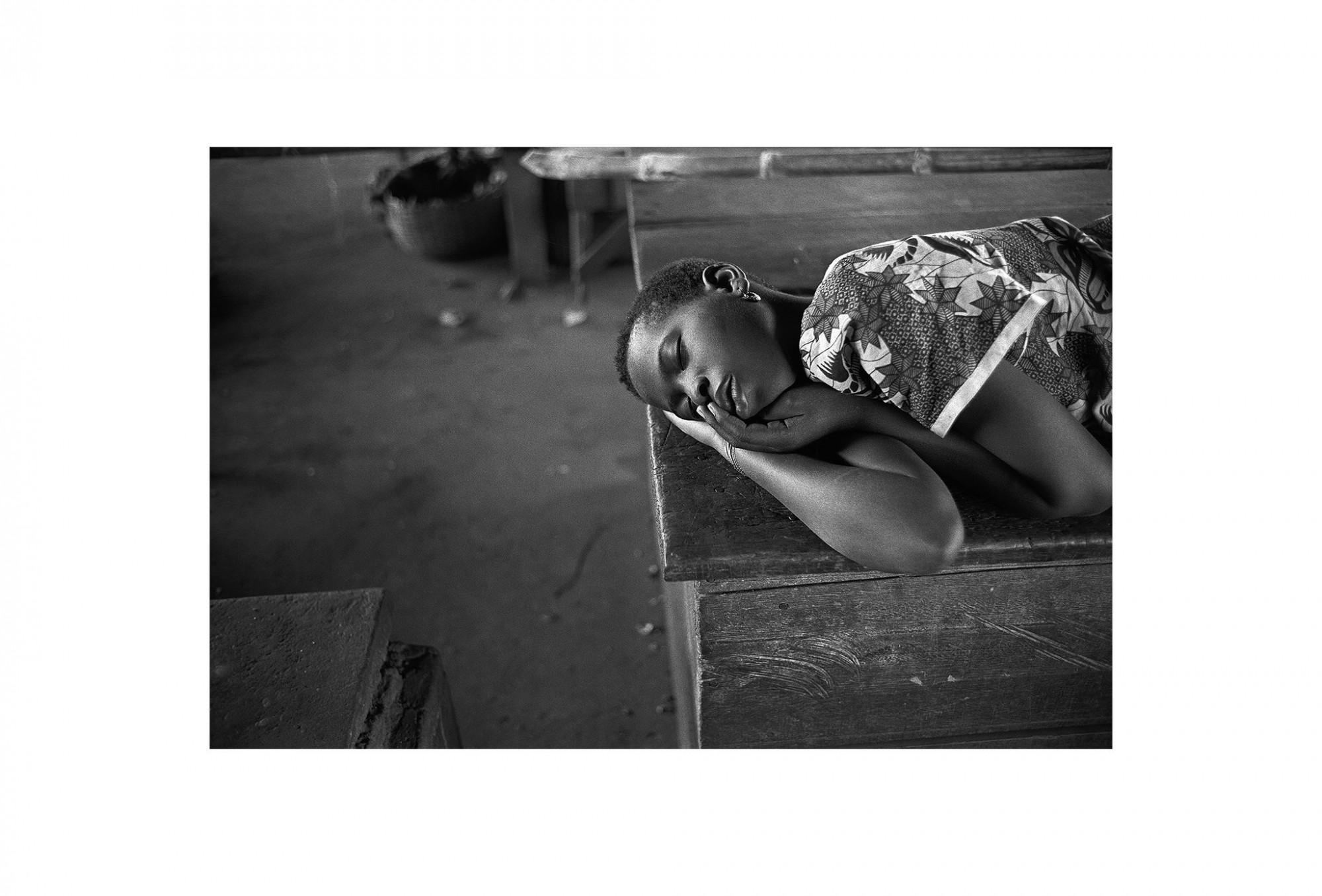 Afbeelding: Fotografie - Art, uit de reeks : De kleur van zwart.Togo, 01-10-22, © Dominique Van Huffel.