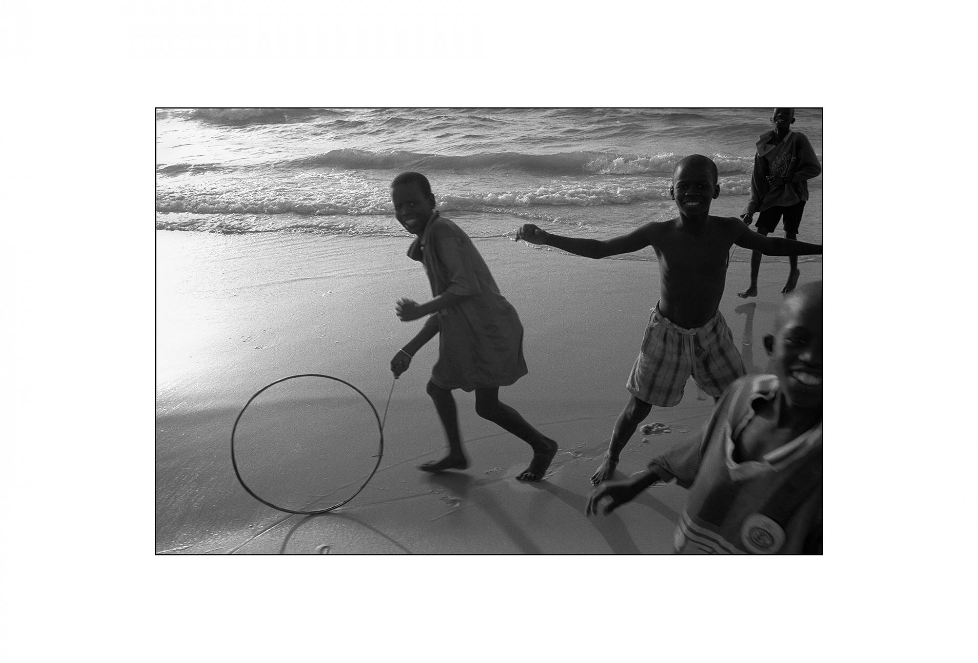 Afbeelding: Fotografie - Art, uit de reeks : De kleur van zwart.Senegal, 99-13-21, © Dominique Van Huffel.