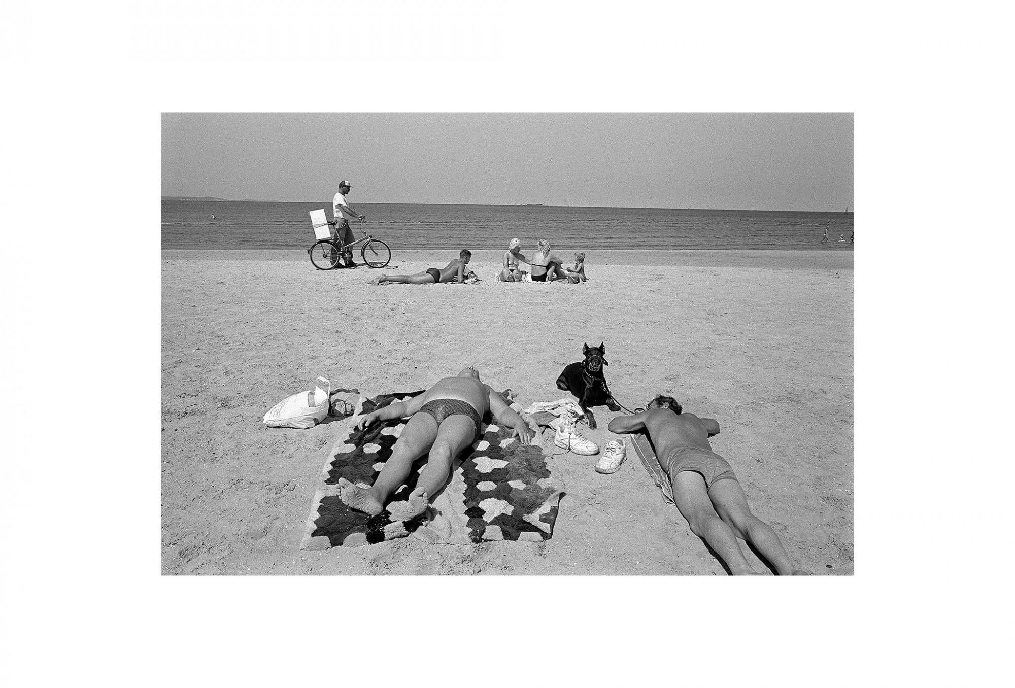 Afbeelding: Uit de reeks : Polen, een kast op glazen poten, 95-02-37, Swinousjie,  © Dominique Van Huffel.