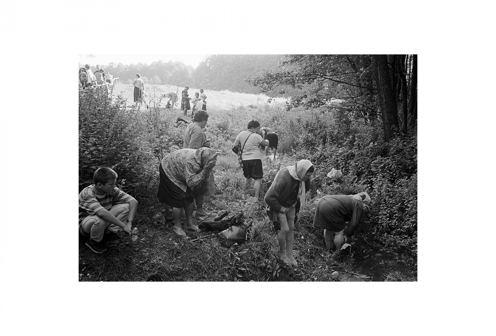 Afbeelding: Uit de reeks : Polen, een kast op glazen poten, 95-29-31, Grabarka, © Dominique Van Huffel.