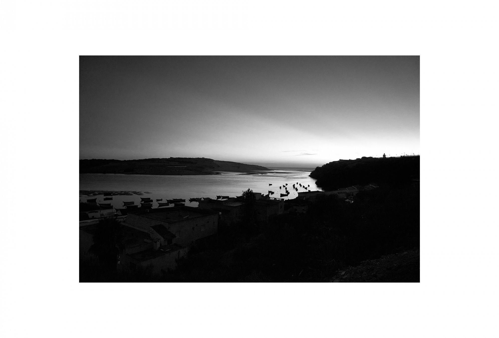 Afbeelding: Landscape Moulay Bousselham, Marocco, © Dominique Van Huffel, foto kunst zwart wit, landschapsfotografie.