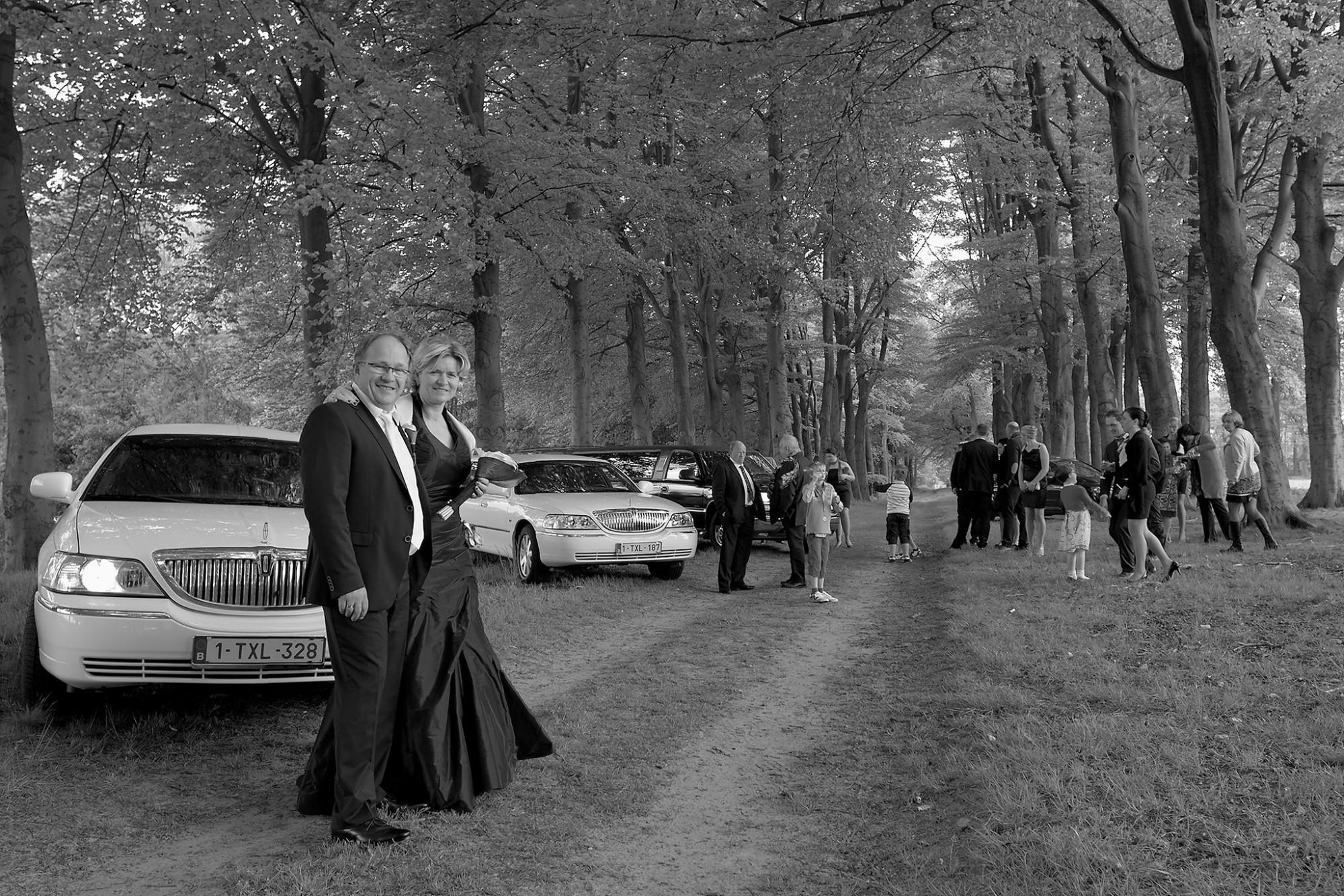 Afbeelding: Huwelijksreportages met stijl, verzamelen voor de familiefoto.