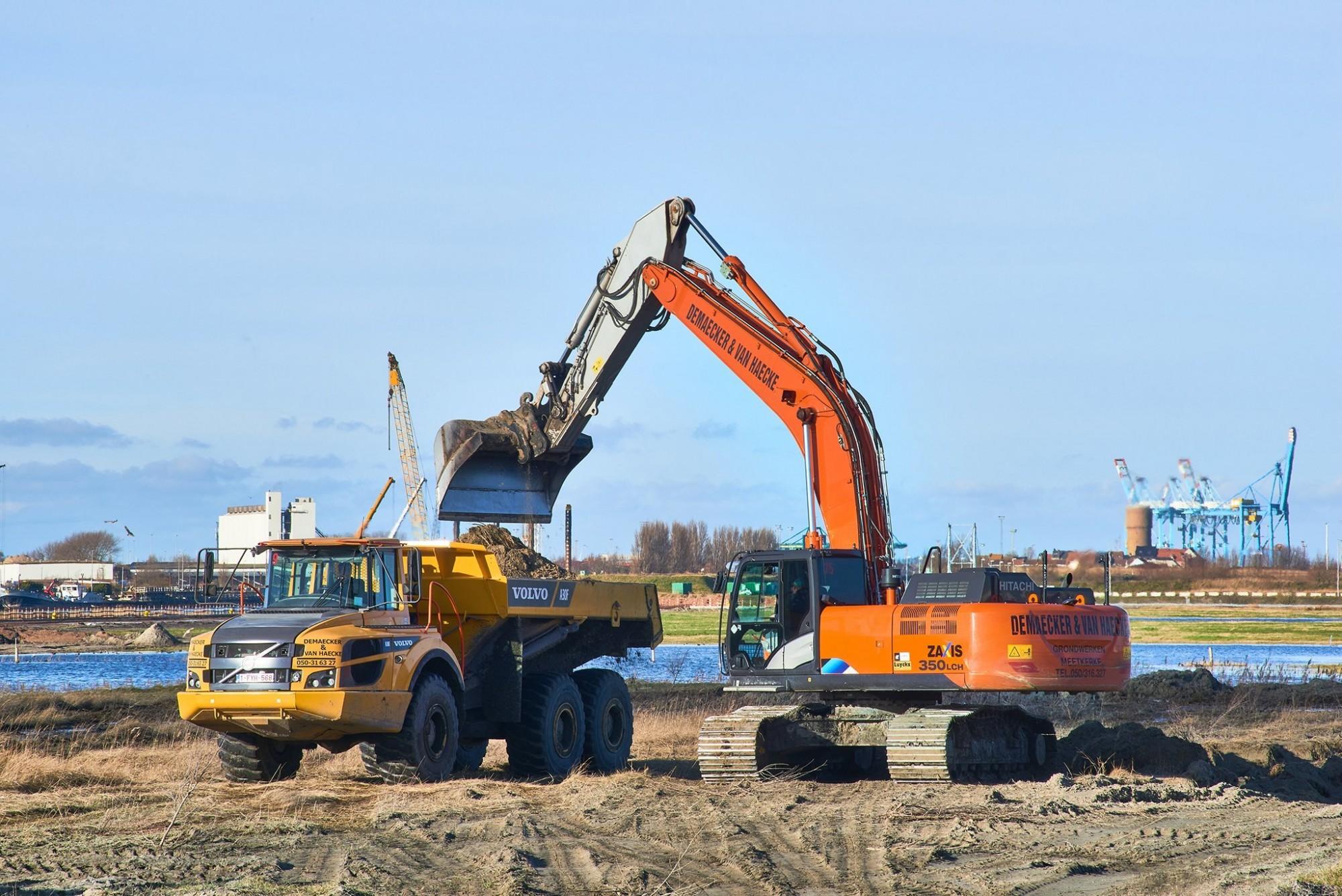 Afbeelding: Werf fotografie, grondwerken aanleg dok Zeebrugge voor Lantis, Oosterweelverbinding, foto Van Huffel.