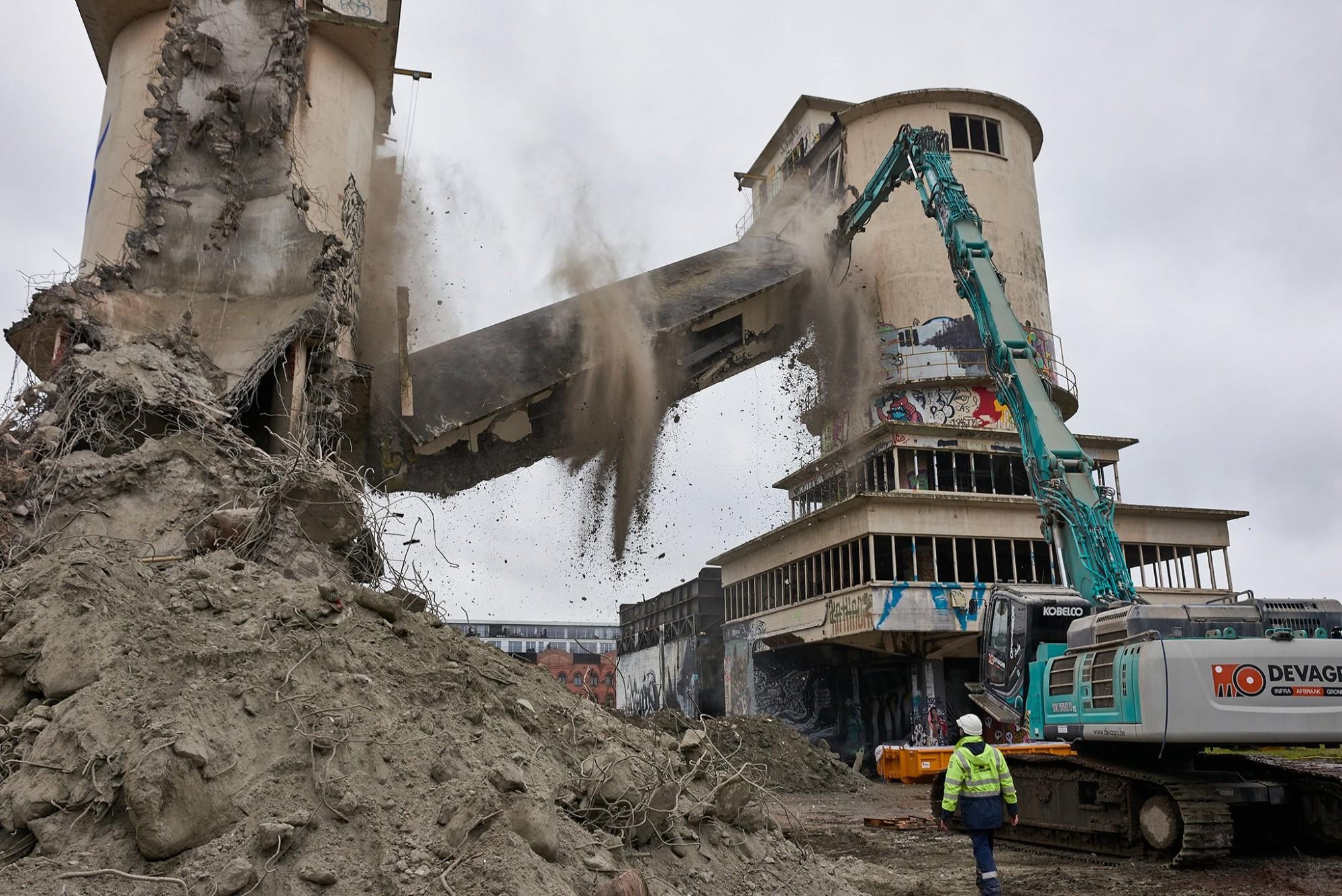 Afbeelding: Afbraakwerken betoncentrale te Gent, voor Mourik.