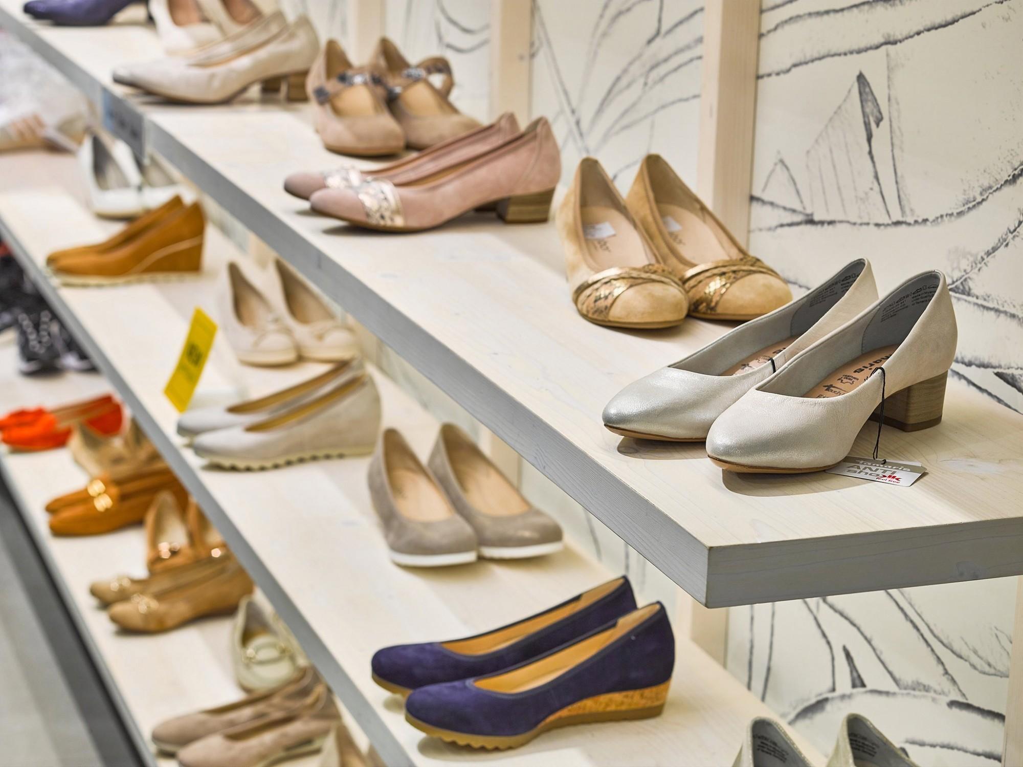 Afbeelding: Fotografie winkelinrichting schoenwinkel Torfs voor © totaal projecten Vergalle, fotografie foto Van Huffel.