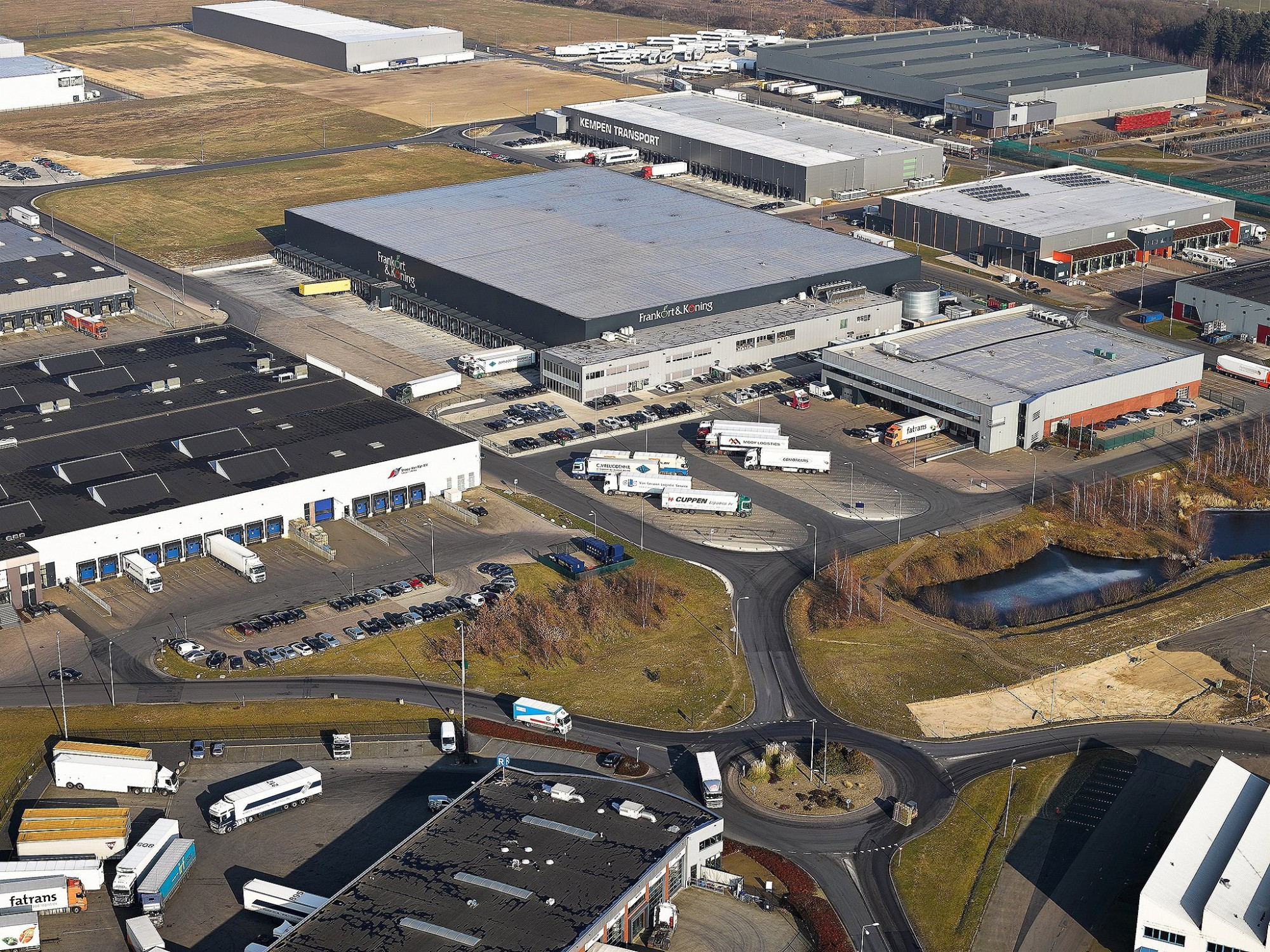 Afbeelding: Luchtfotografie met heli, infrastructuur en opslagruimte te Venlo, voor groep Heylen.