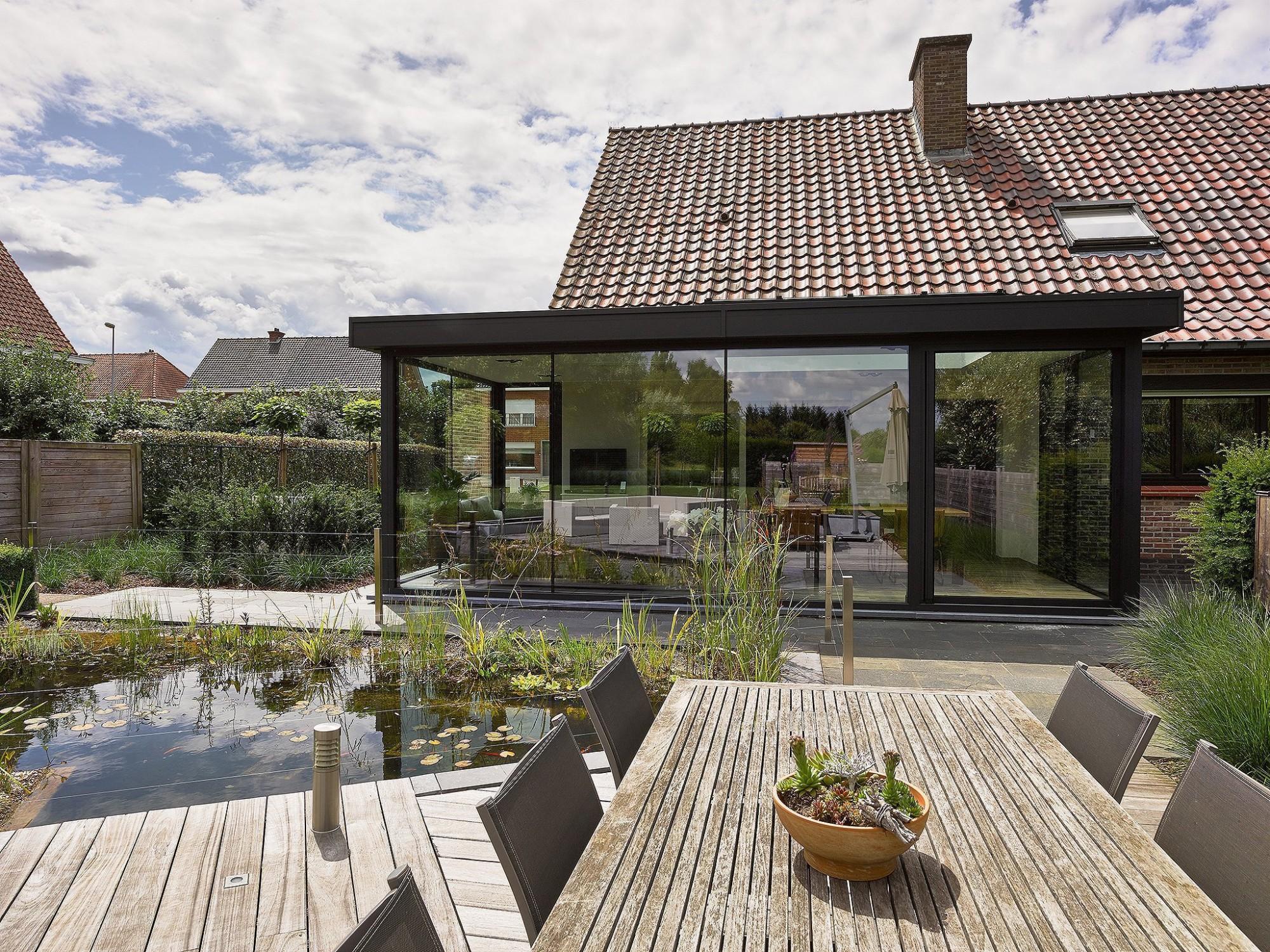 Afbeelding: Productfotografie op uw mooiste locaties over gans de Benelux. fotografie veranda voor Miniflat-Aldera, Foto Van Huffel Antwerpen.