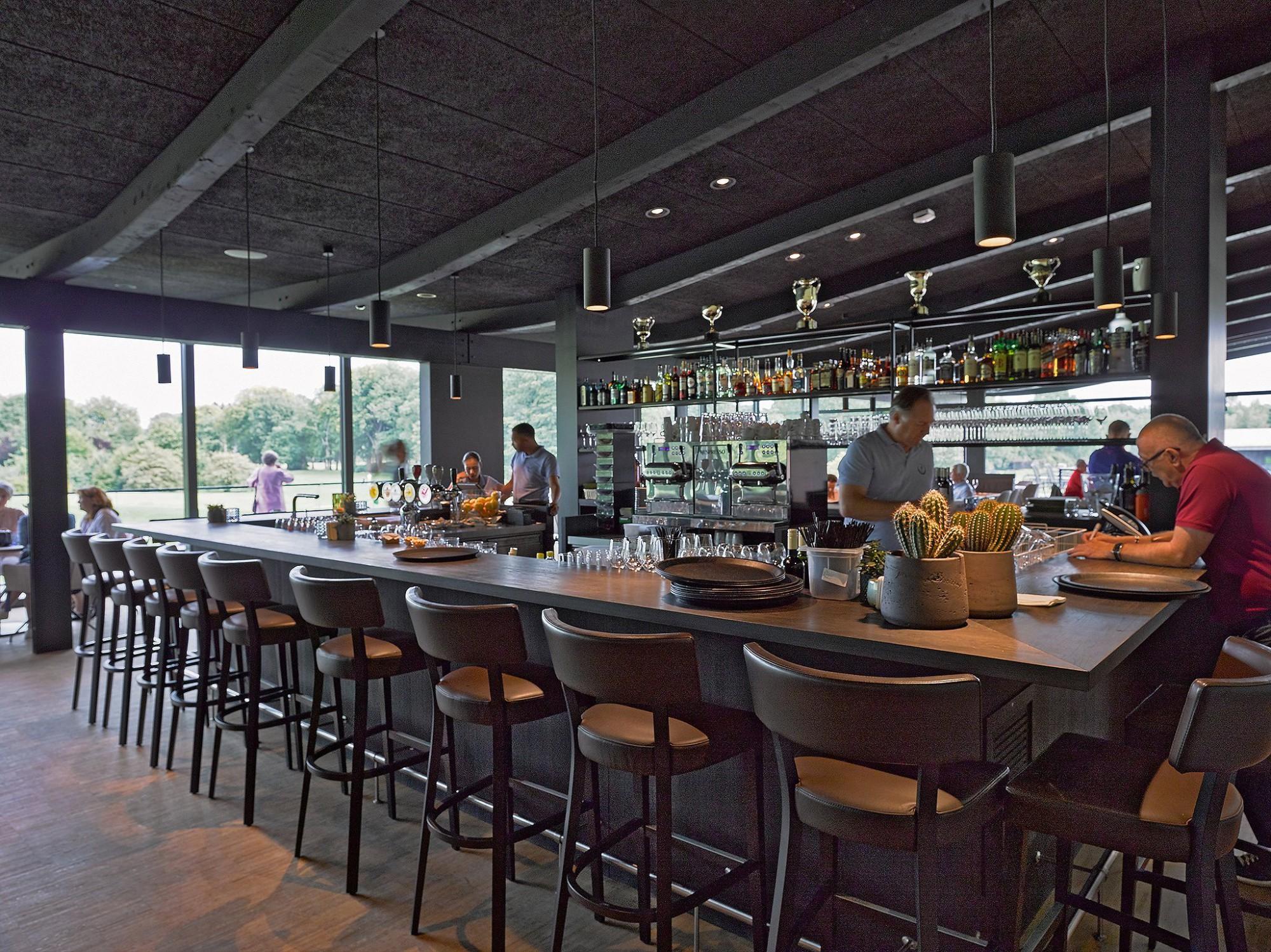 Afbeelding: Interieur fotografie industrie, bar golfclub Rikven te Sint-Job voor ASK-Romein.