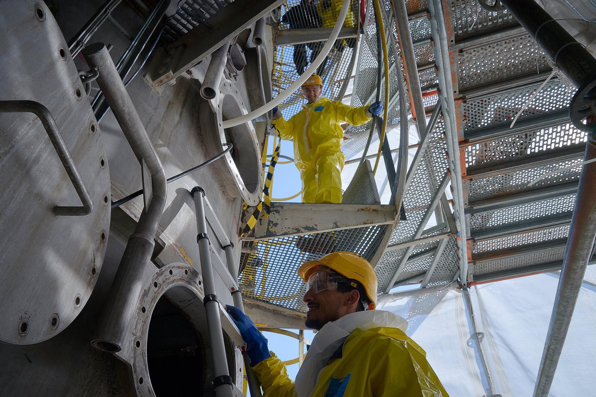 Afbeelding: Industriële reportage Foto Van Huffel, onderhoud-cleaning containers haven Gent , voor Mourik.