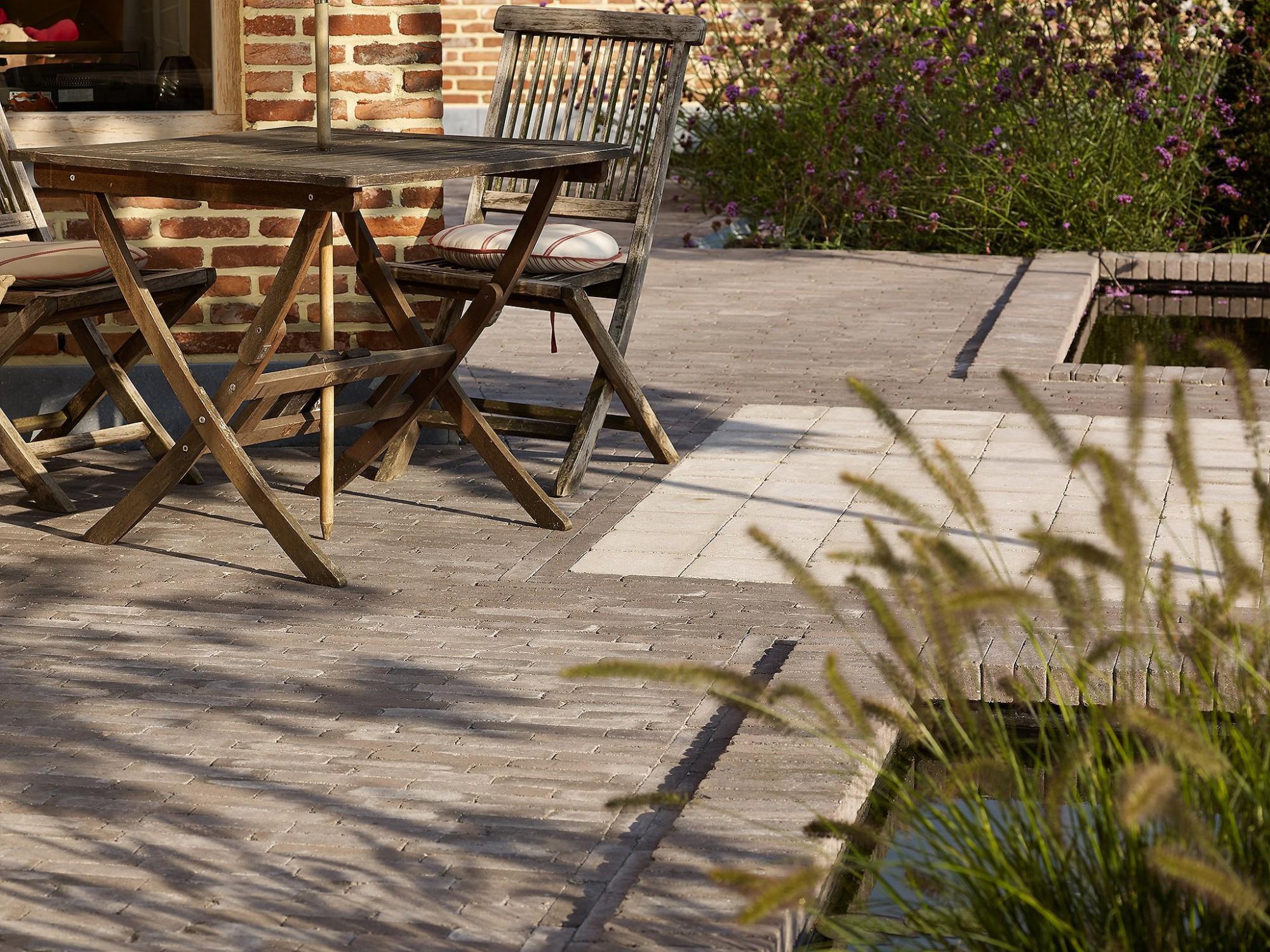 Afbeelding: Product fotografie op locatie, bestratingsmaterialen betonklinkers voor infrastructuur en terras aanleg, fotografie voor Stone & Style.