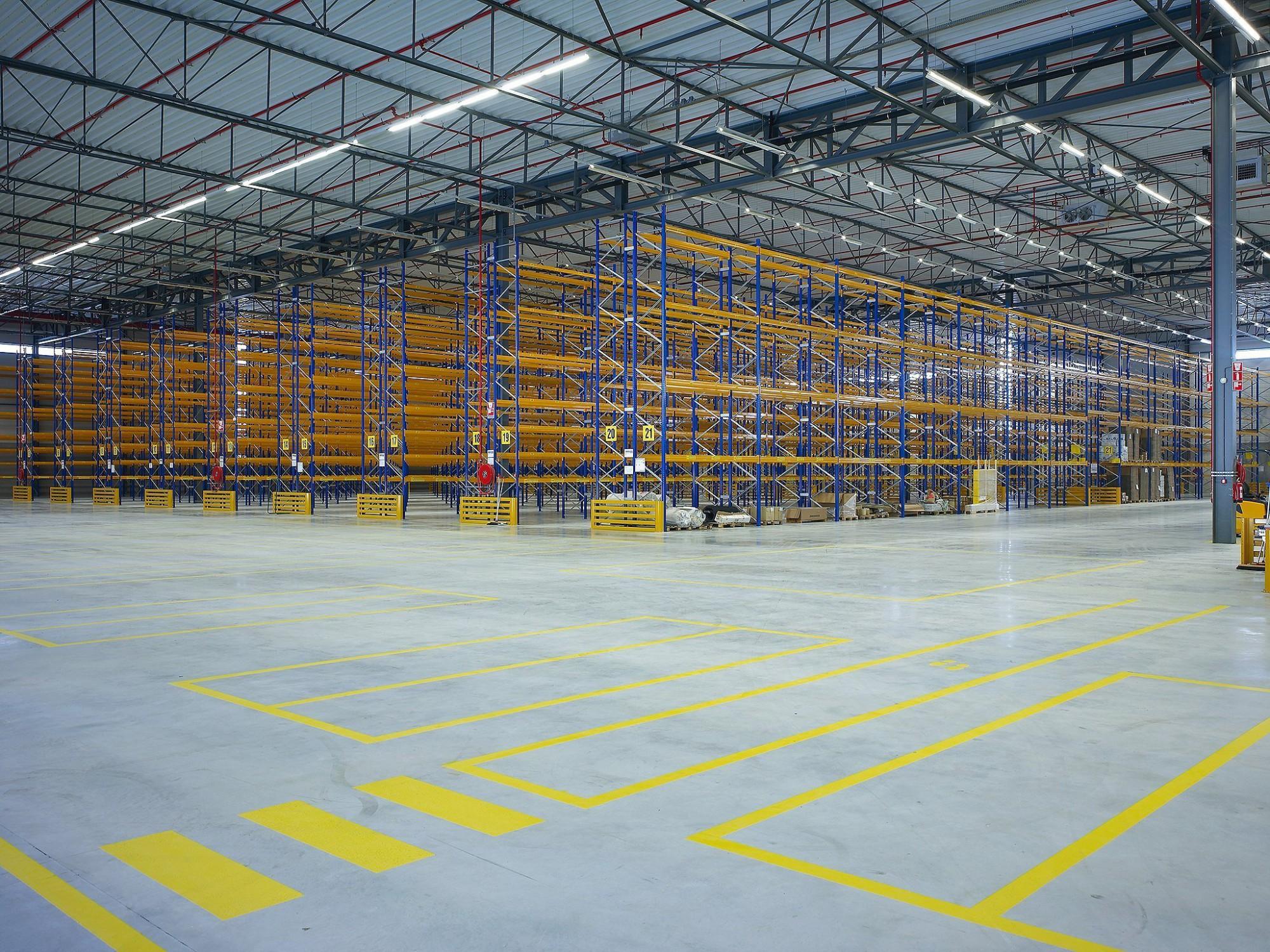 Afbeelding: Interieur fotografie industrie, magazijn te Etten-Leur NL voor Bolckmans.