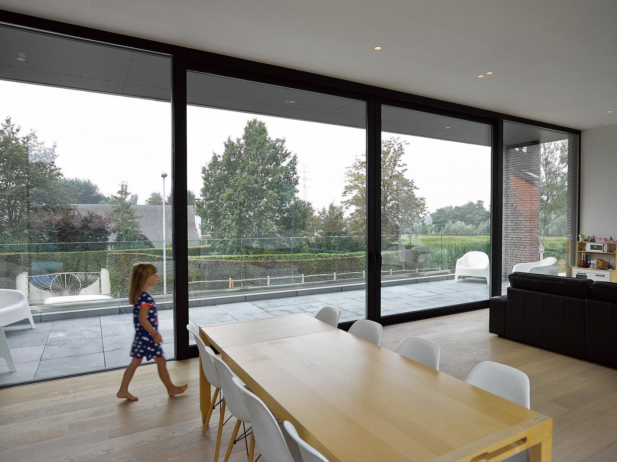Afbeelding: Productfotografie, ramen, deuren, profielen, op uw mooiste locaties gefotografeerd, foto Van Huffel.
