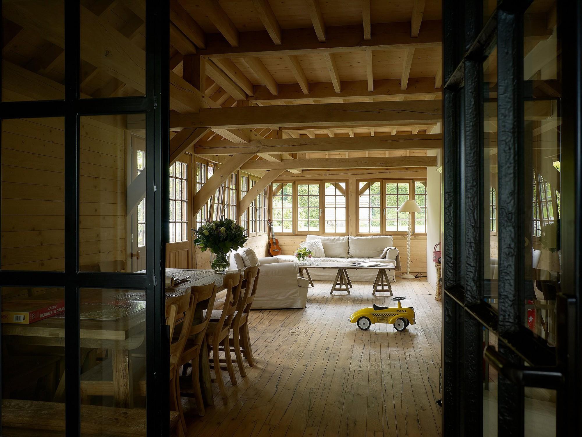 Afbeelding: Fotografie interieur eiken bijgebouwen te Sint Martens Latem voor © Heritage Buildings.