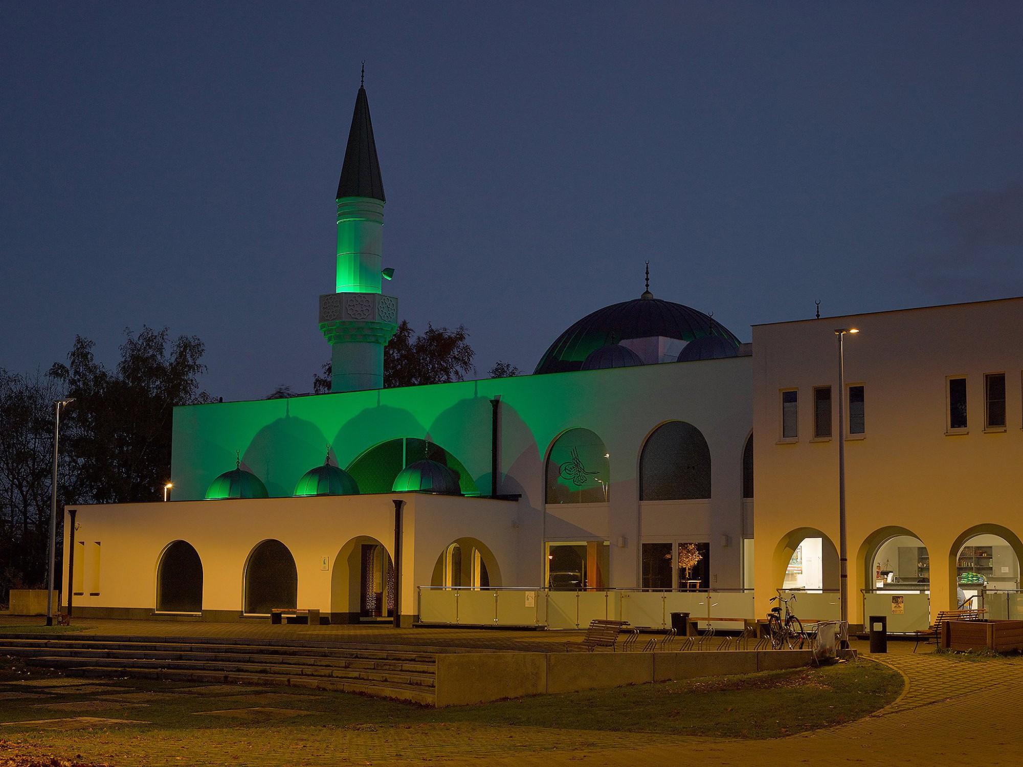 Afbeelding: Fatih moskee Winterslag, renovatie - uitbereiding, fotografie Foto Van Huffel, © Sarchis architecten