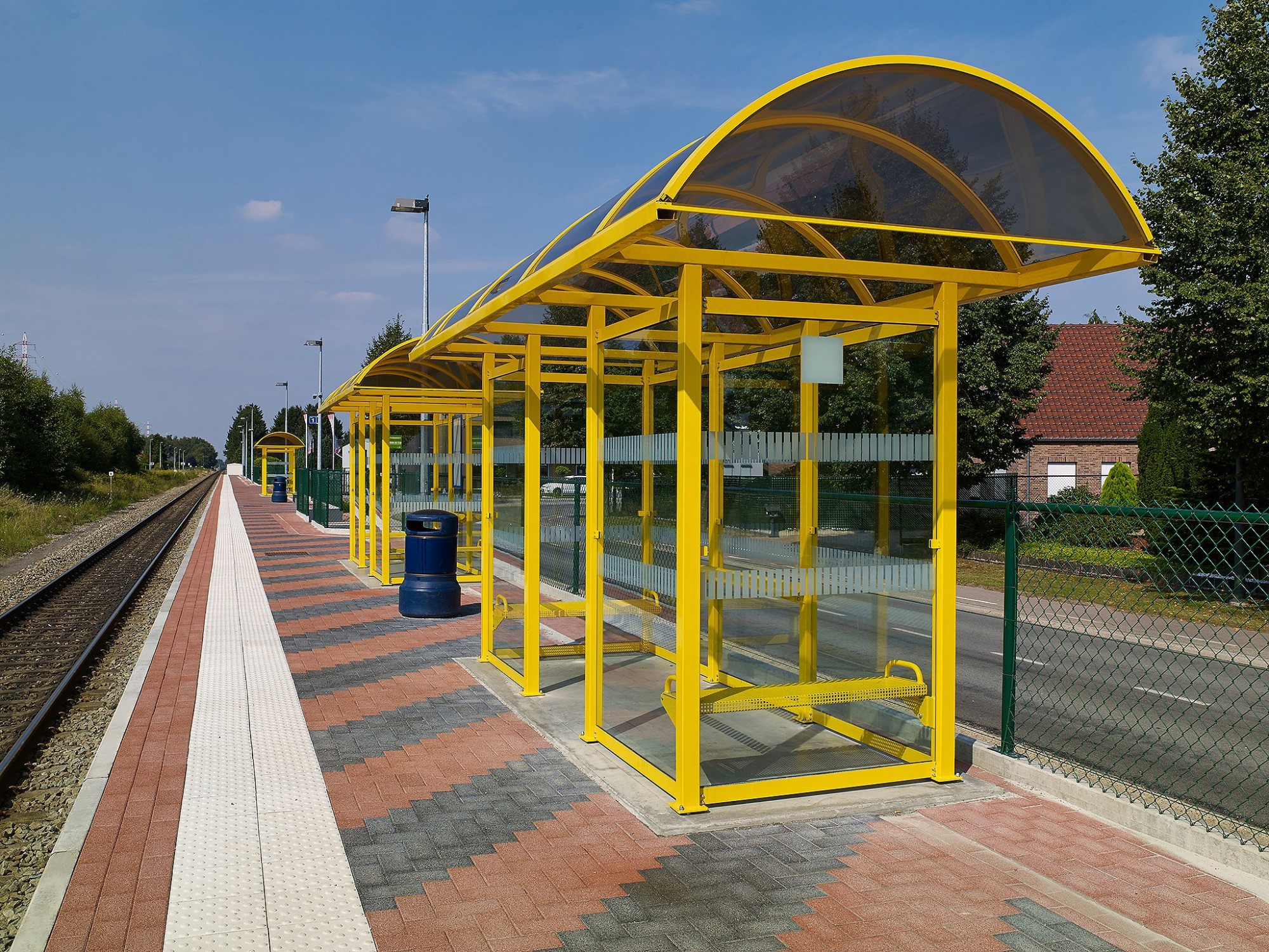 Afbeelding: Fotografie infrastructuur werken, gebruik van bestratingsmaterialen voor Ebema, station Zonhoven.