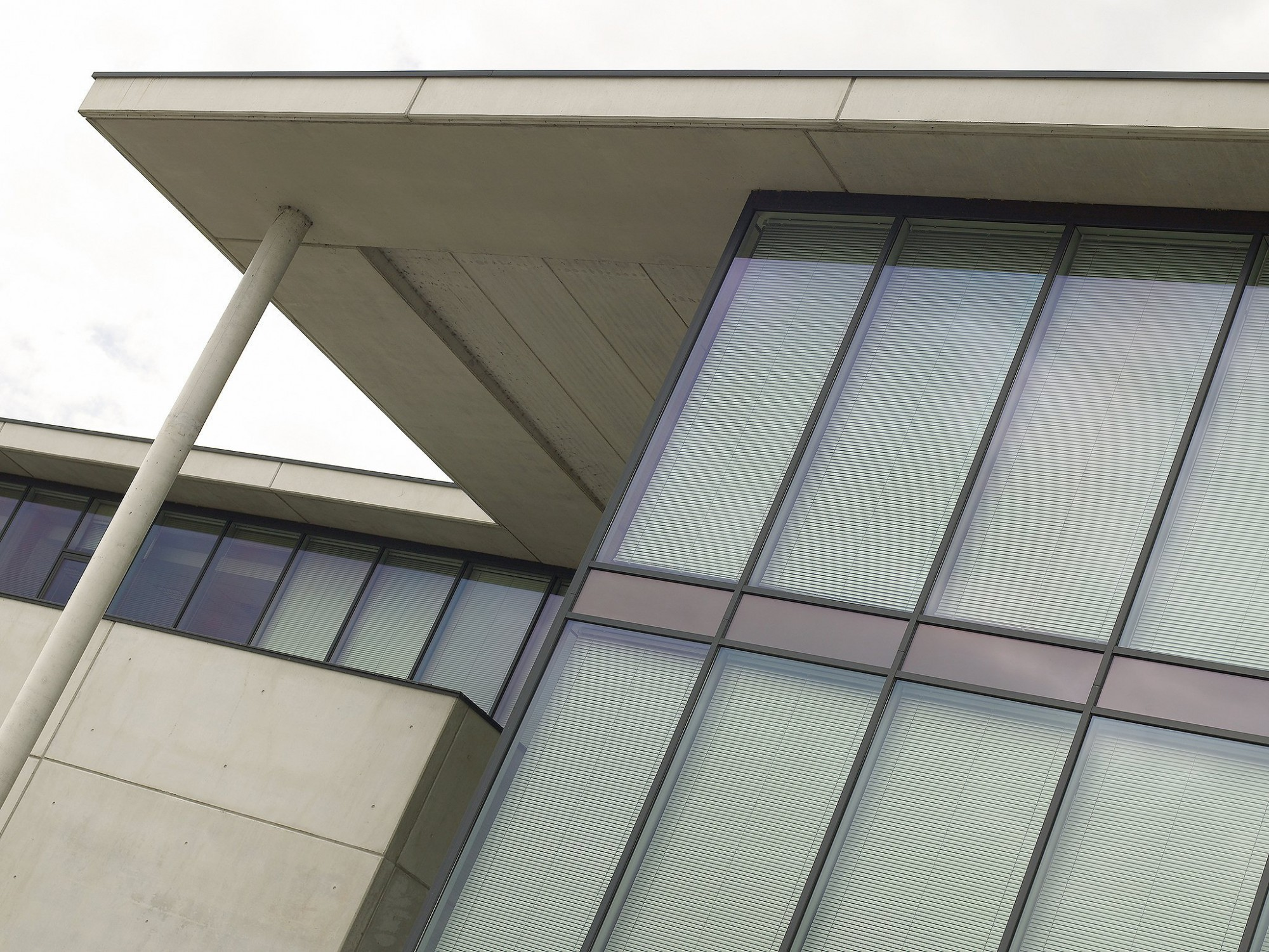 Afbeelding: Architectuur fotografie bedrijf - detail raamprofielen,CEI Eke, voor KA construct, Foto Van Huffel.
