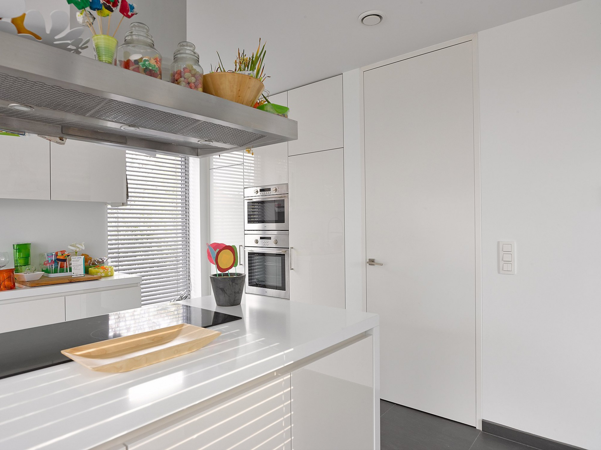 Afbeelding: Fotografie keuken modern en binnendeuren te Malle voor Eddij De Prins.