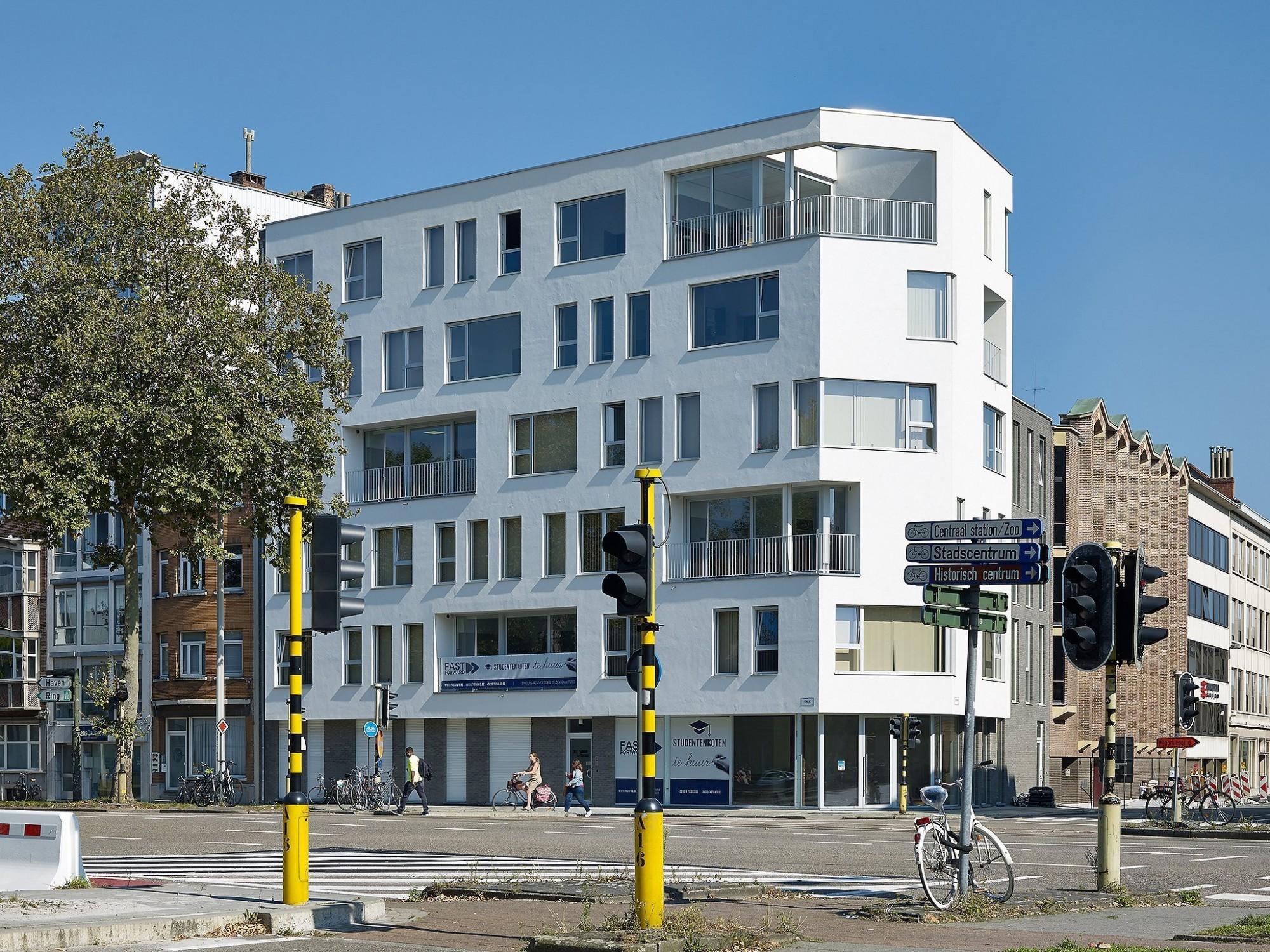 Afbeelding: Architectuur fotografie appartementen,studentenkamers Antwerpen, voor © Mertens architecten. Architectuurfotograaf Foto Van Huffel.