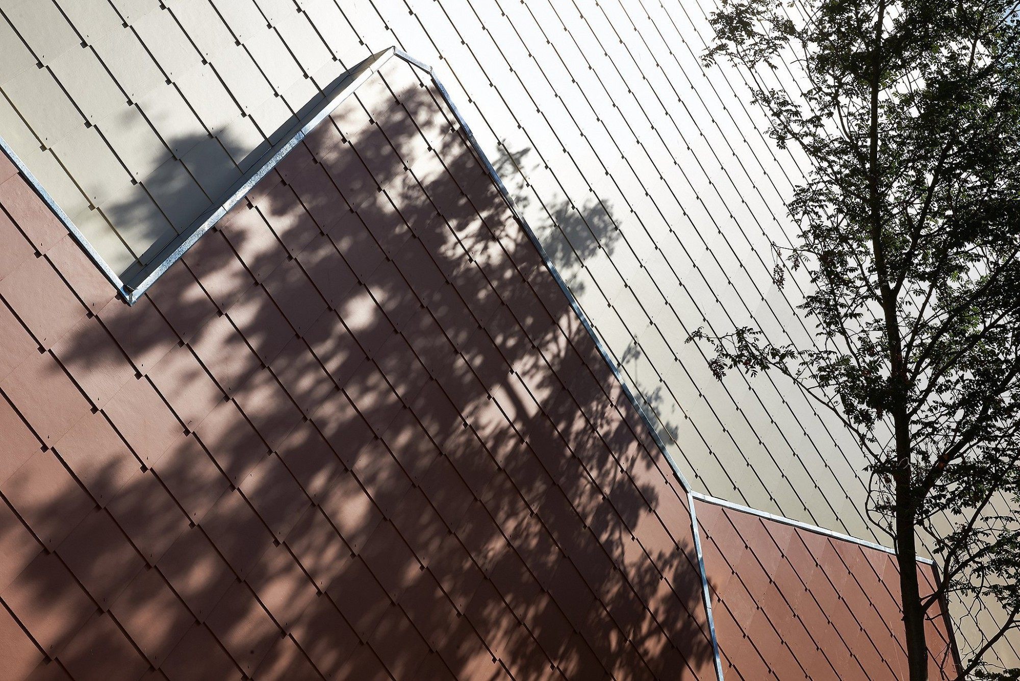 Afbeelding: Productfotografie voor de bouwsector. Gevelstenen, muurplaten, architectonisch beton, leien, ramen en deuren, glas,…