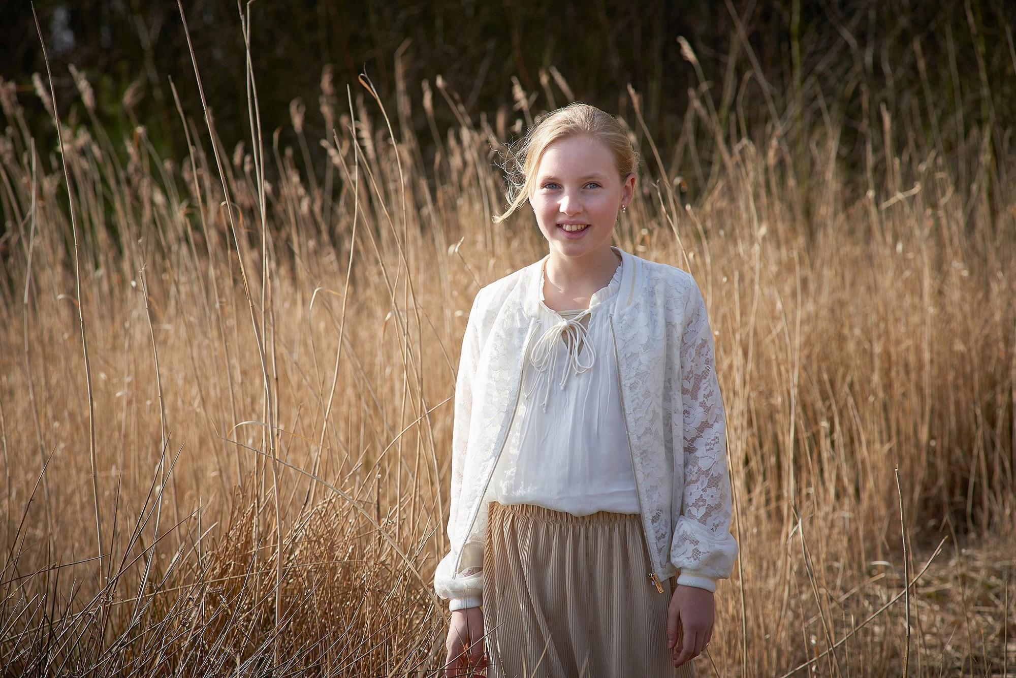 Afbeelding: Foto Van Huffel, portret op locatie, communie fotografie.
