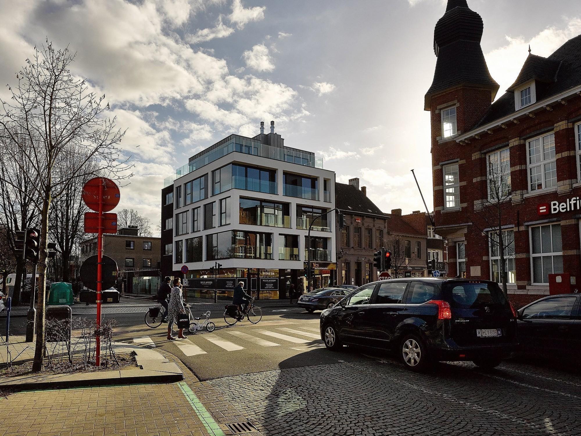 Afbeelding: Architectuur fotografie Foto Van Huffel, appartementen en winkelruimten Brasschaat, © voor Mertens architecten.