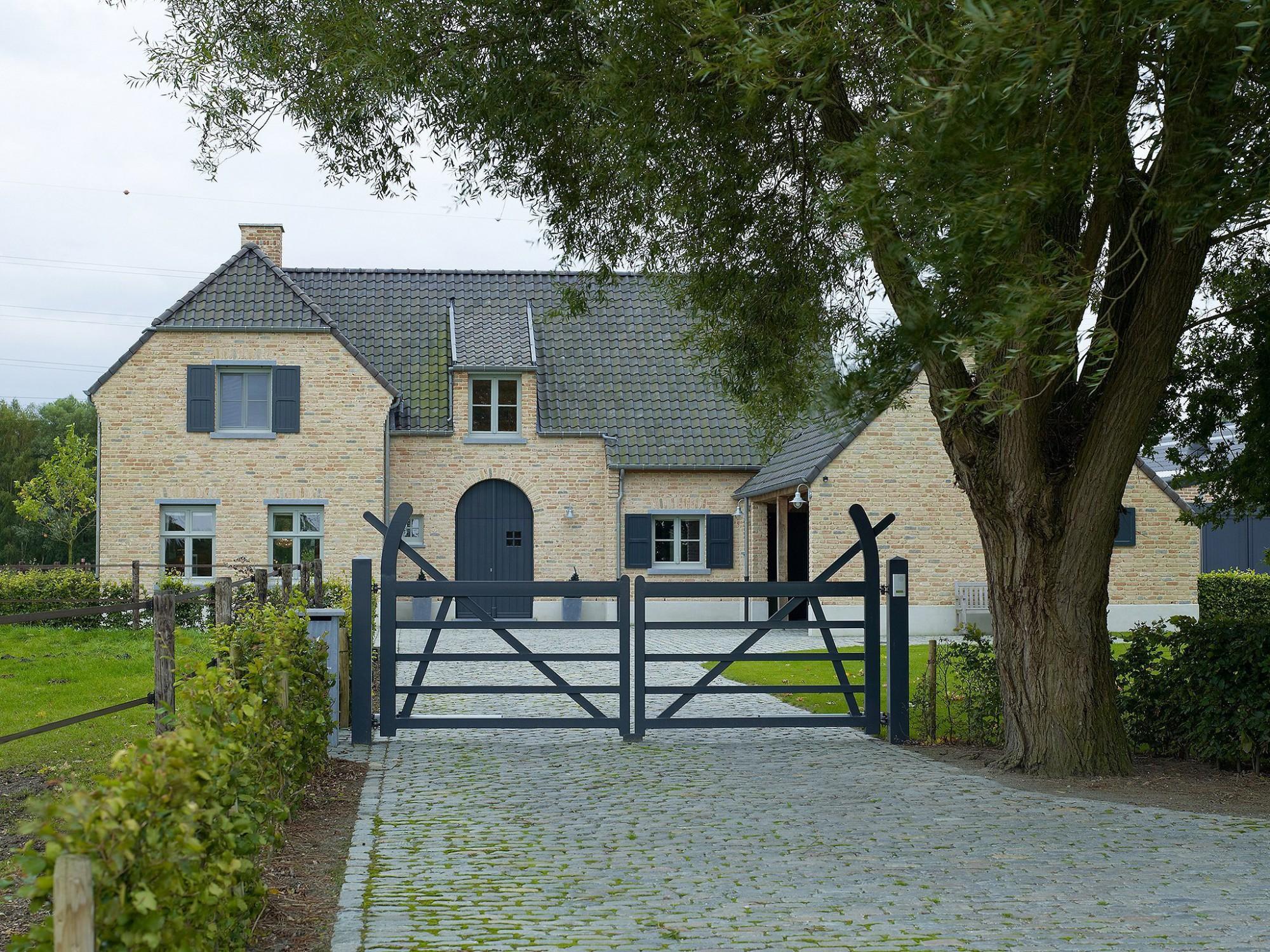 Afbeelding: Architectuur fotografie woningen Foto Van Huffel, klassieke woning, voor bouwonderneming RDK.