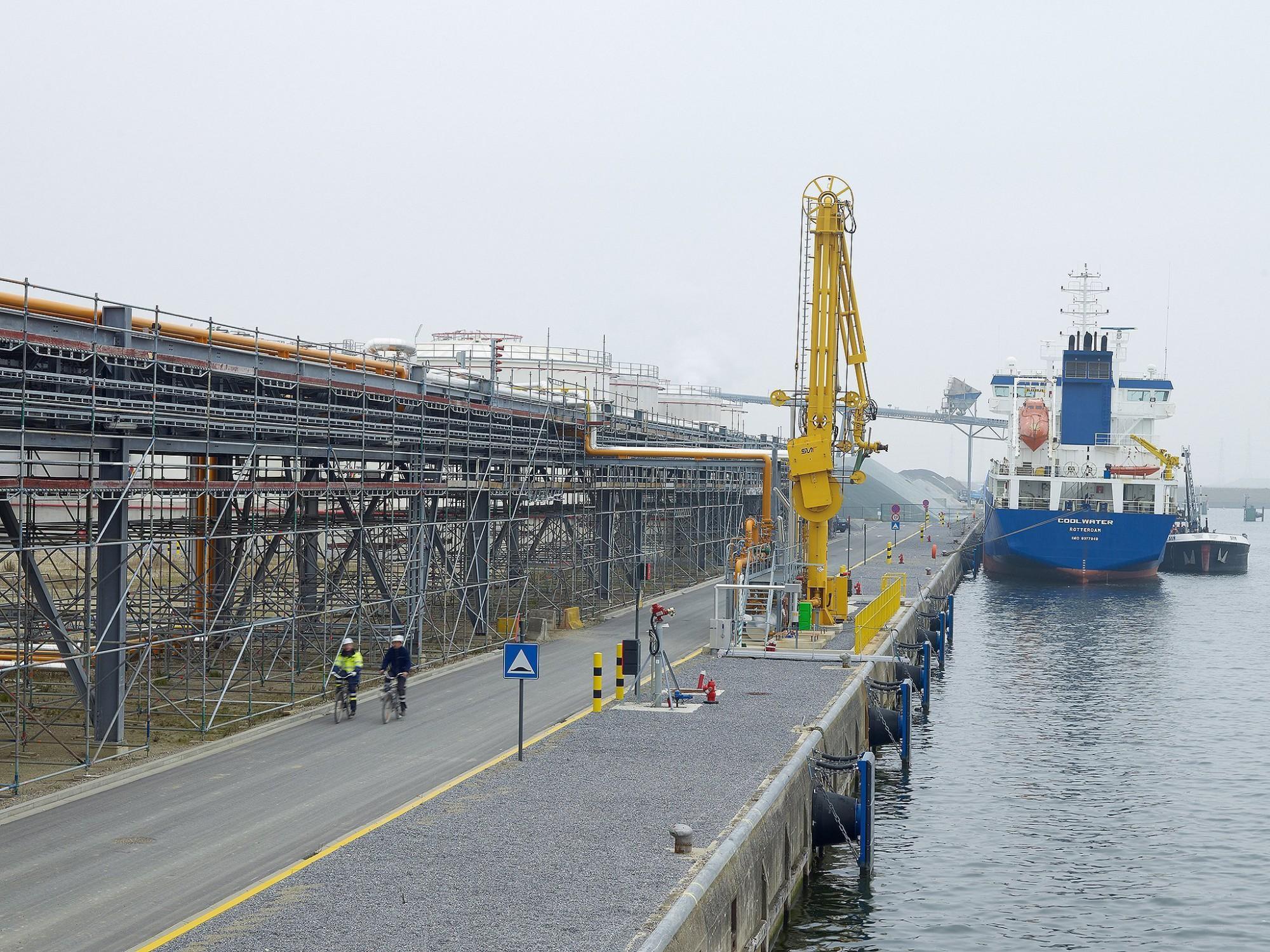 Afbeelding: Fotografie ITC Rubis, pipe racks, haven Antwerpen, voor ASK Romein.