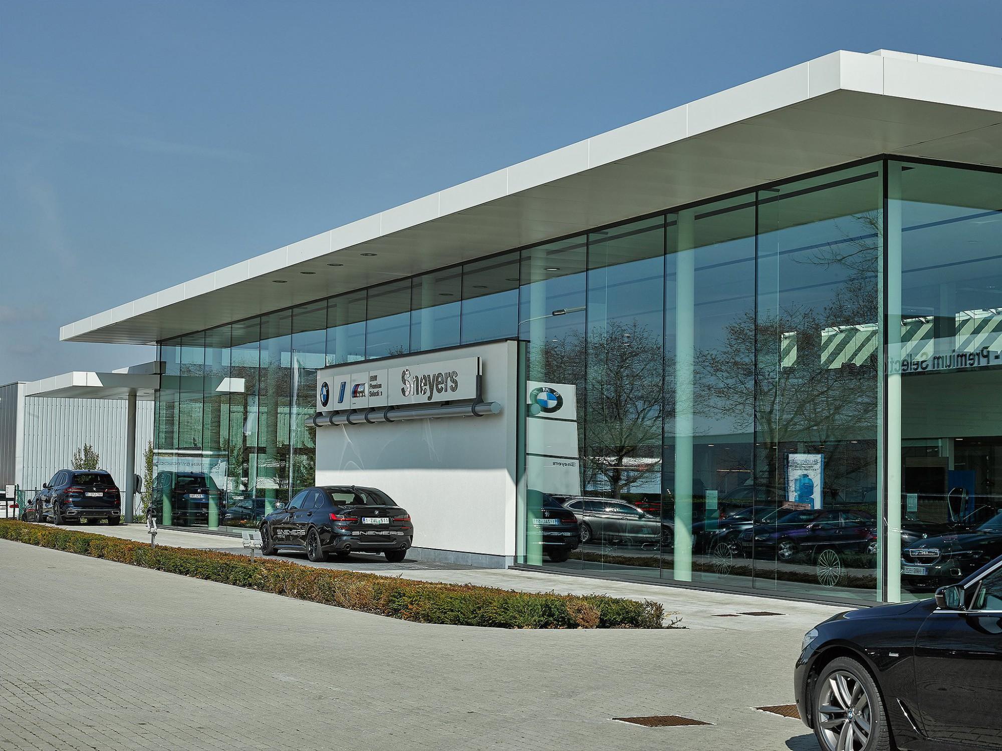 Afbeelding: Architectuur fotografie industriebouw, fotografie garages voor De Pelsmaeker industriebouw.