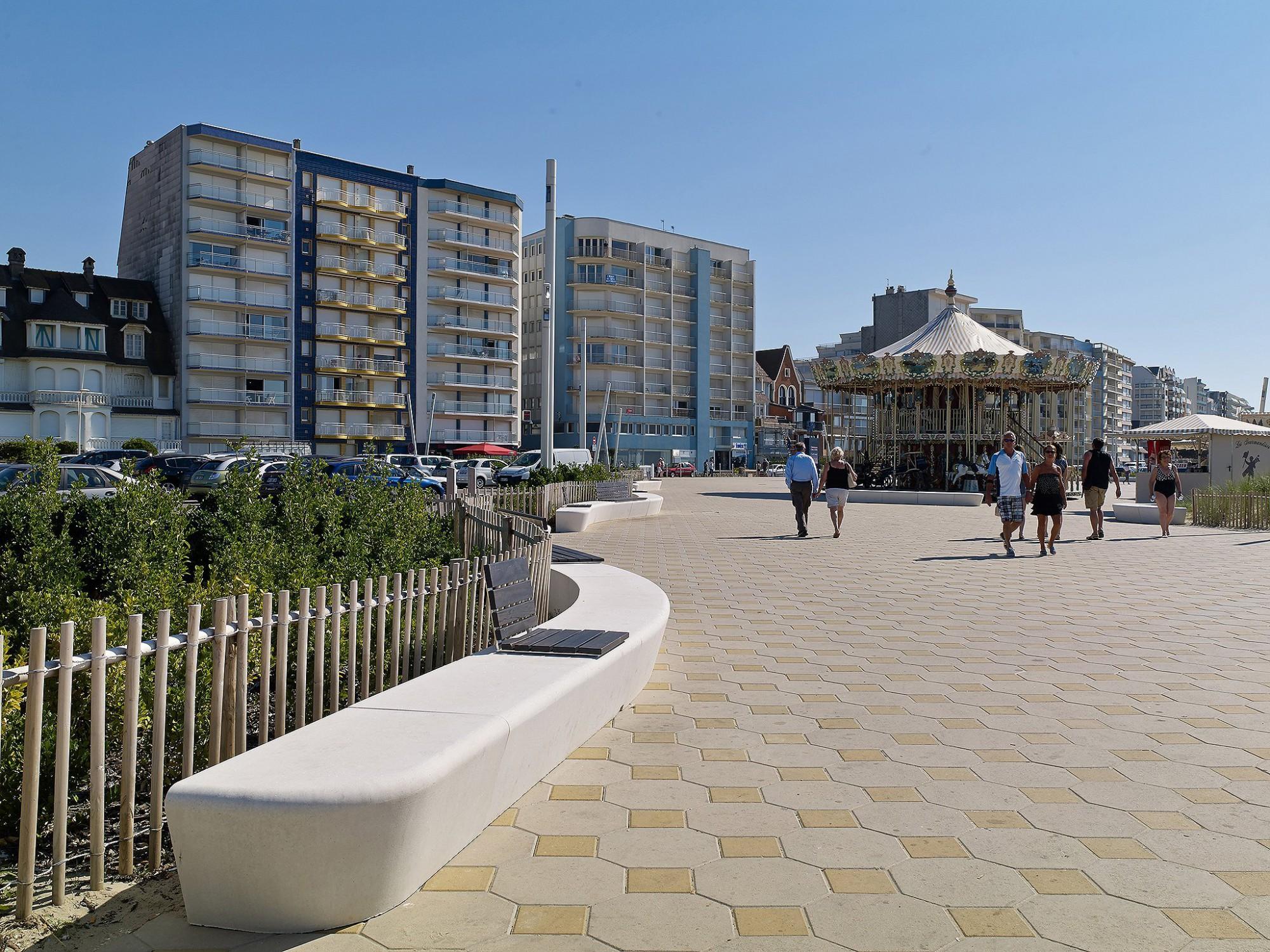 Afbeelding: Product fotografie op locatie, architectonisch sierbeton zitbanken, Touquet FR, fotografie voor Urban Style.