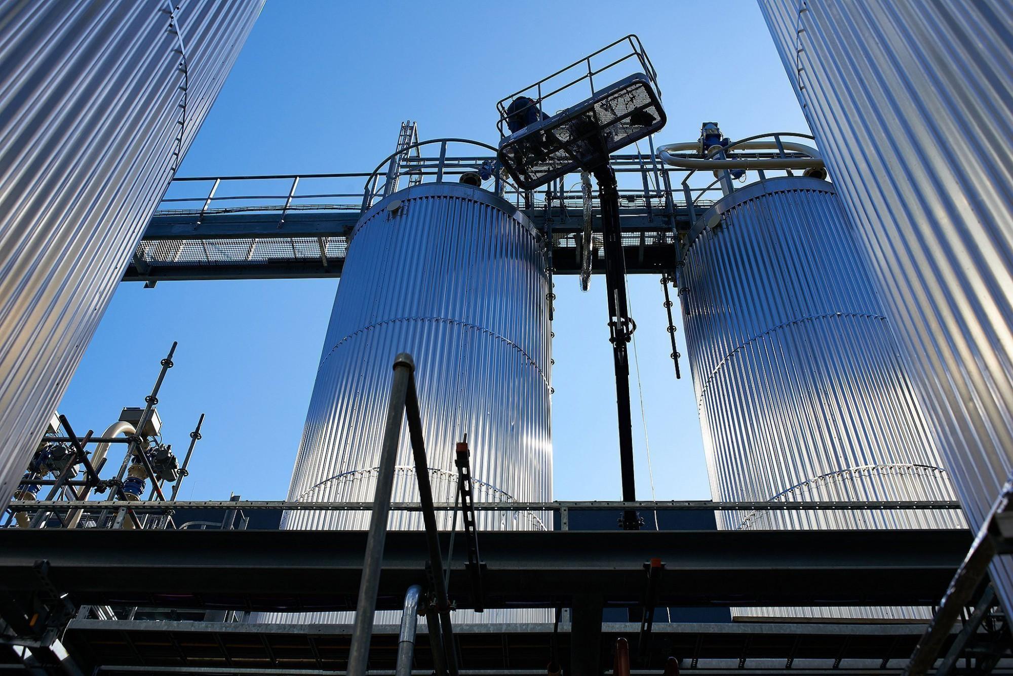 Afbeelding: Fotografie van industriële gebouwen, loodsen, op-en overslag, haven activiteiten, bedrijfsreportages, fotograaf Van Huffel.