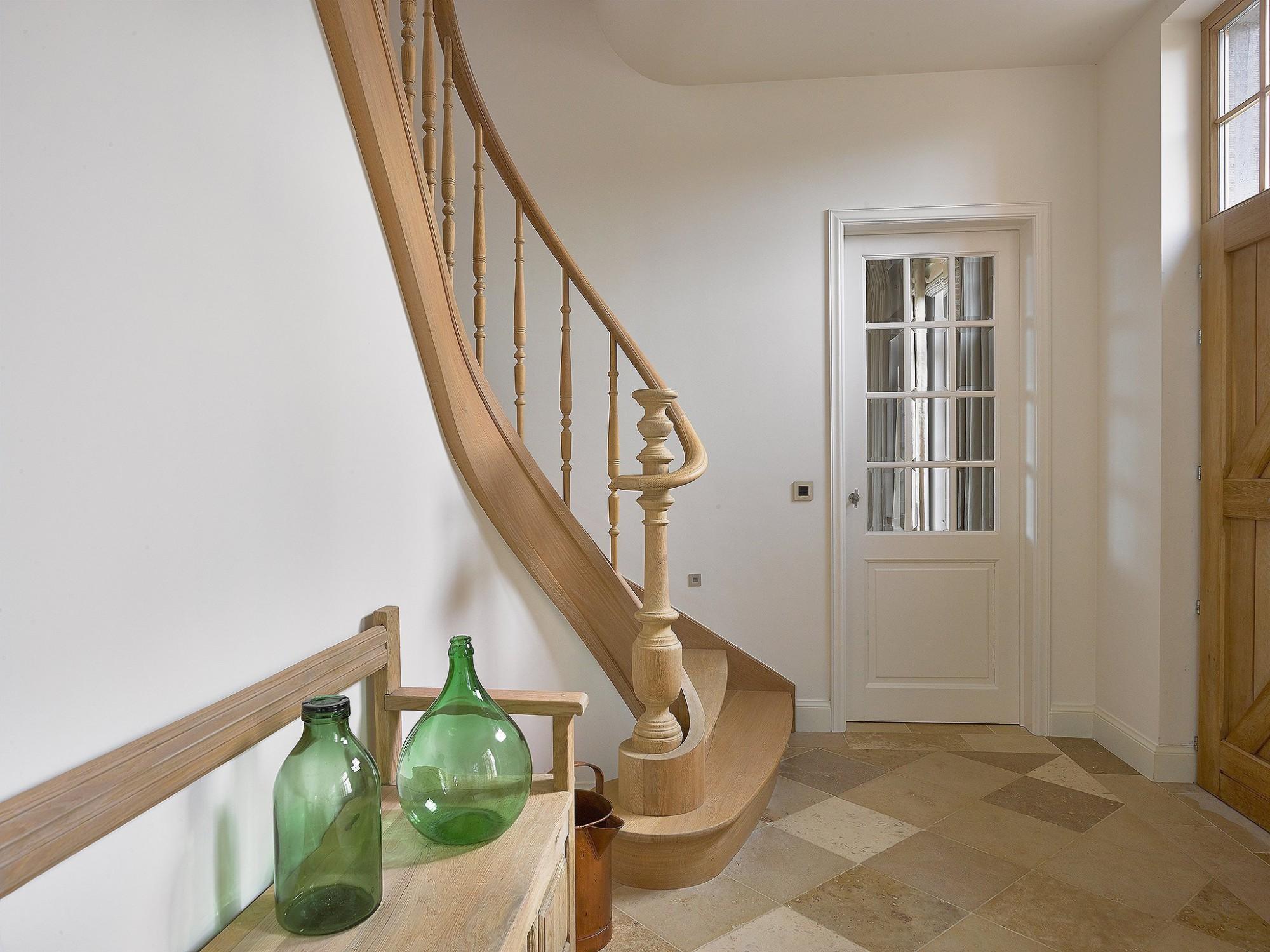 Afbeelding: Fotografie interieur - binnendeuren - trap voor Houthandel Marijnissen, interieurfotografie Foto Van Huffel.