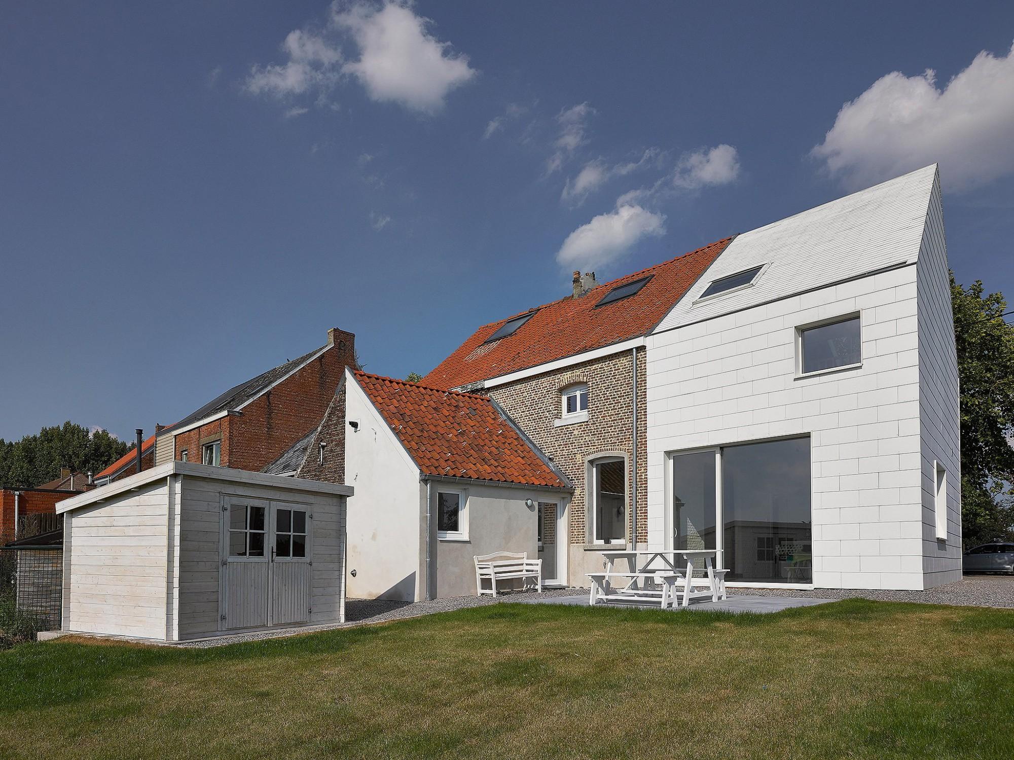 Afbeelding: Architectuur fotografie renovatie, woning met gevelplaten Fasonit, voor SVK.