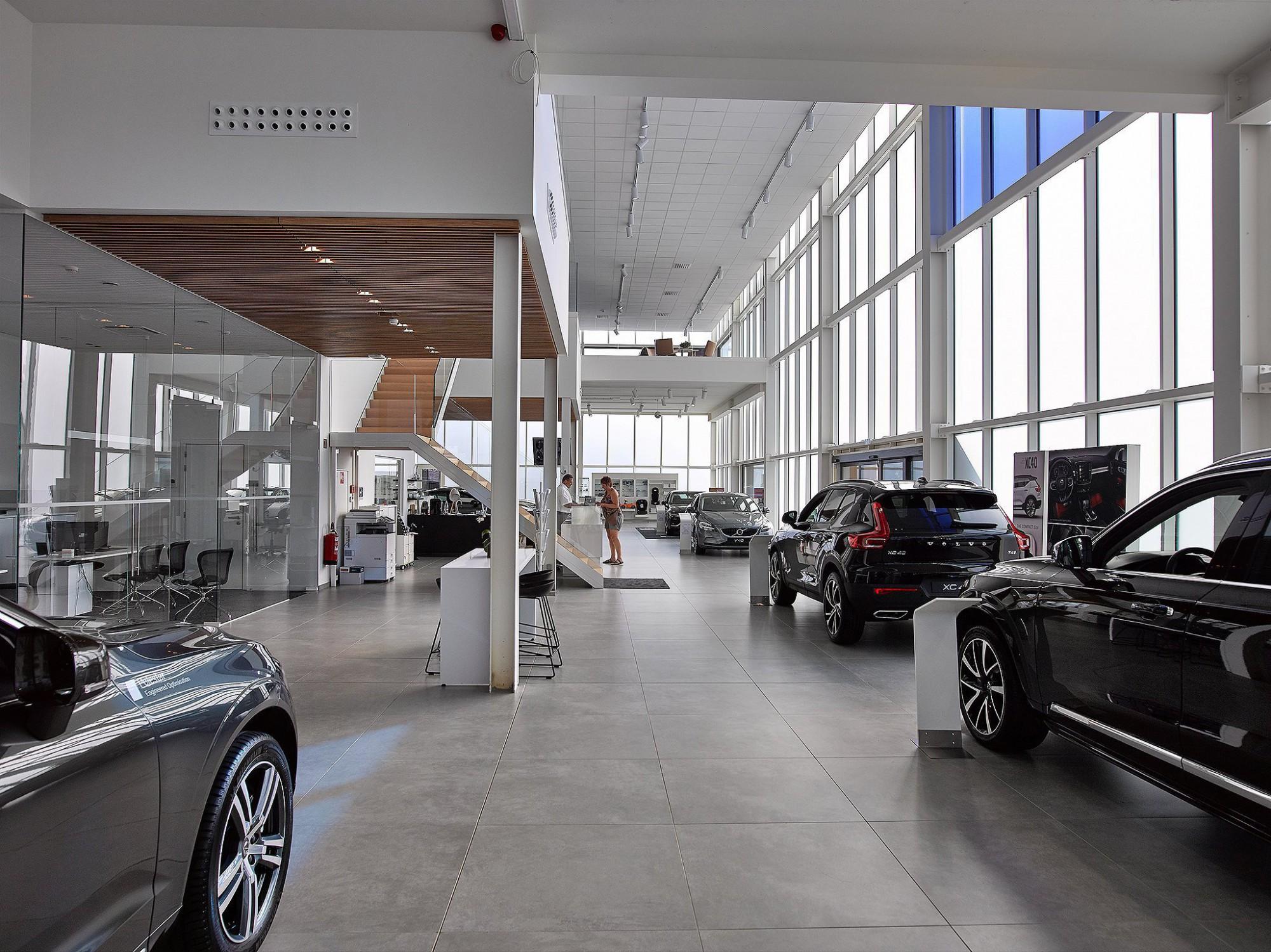 Afbeelding: Interieurfotografie garages, toonzalen, voor De Pelsmaeker, interieurfotograaf Dominique Van Huffel.