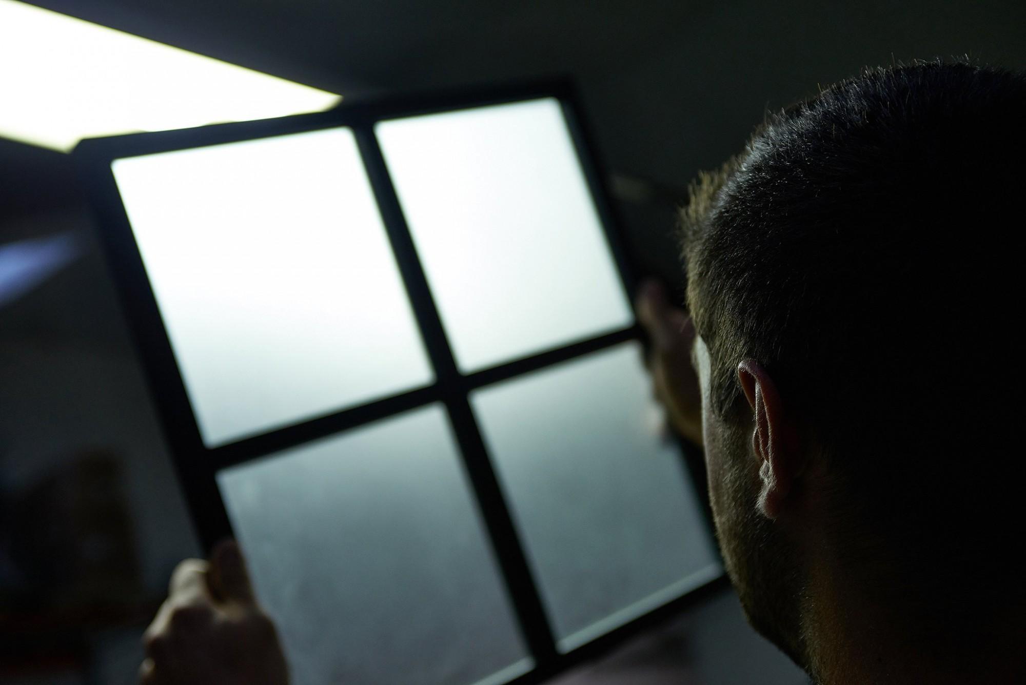Afbeelding: Bedrijfs reportage voor Dupont, productie van raamprofielen voor kastdeuren.