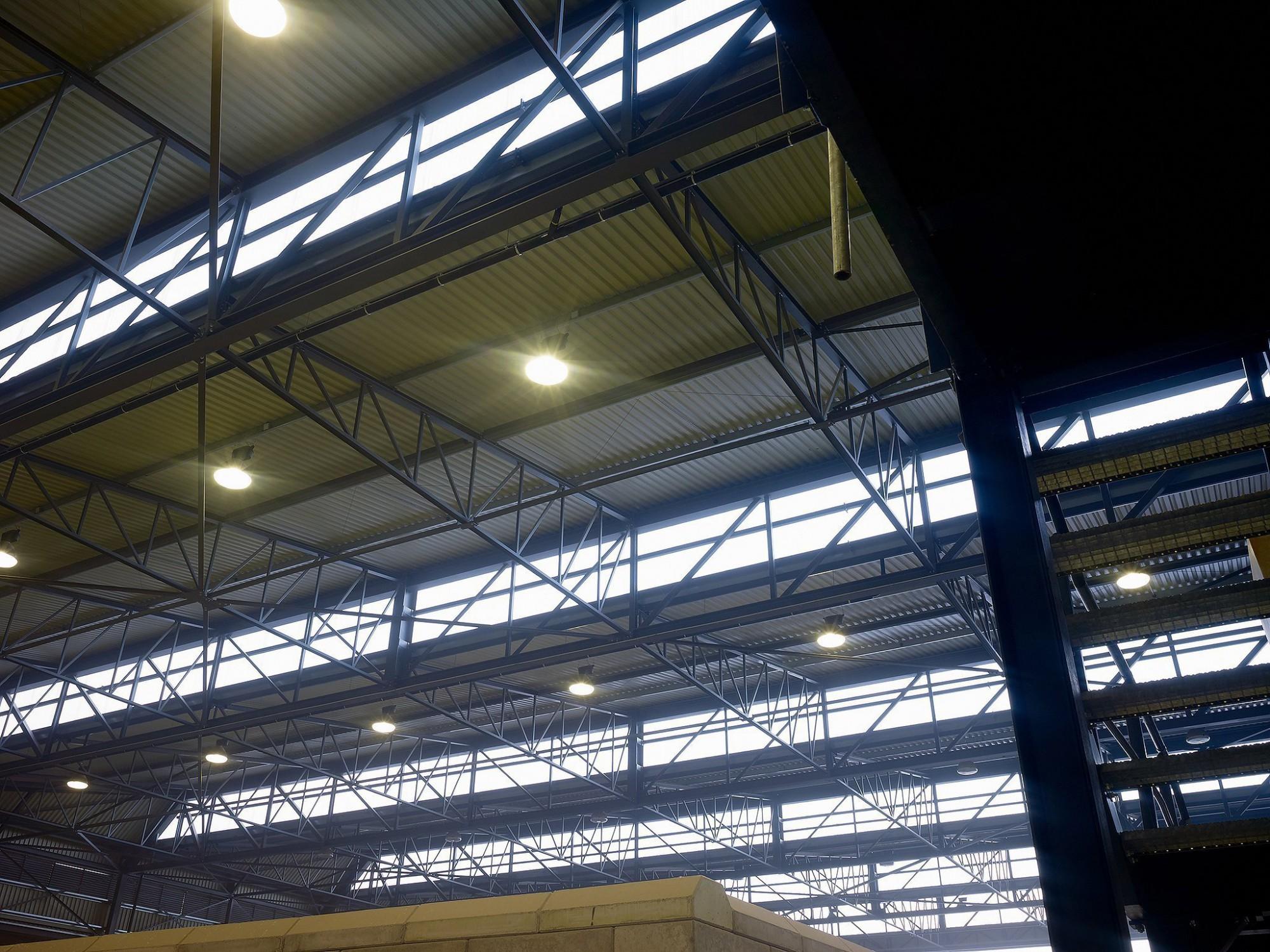 Afbeelding: Interieur fotografie industrie, constructie dak te Wijnegem voor ASK-Romein, industriële fotografie Van Huffel.