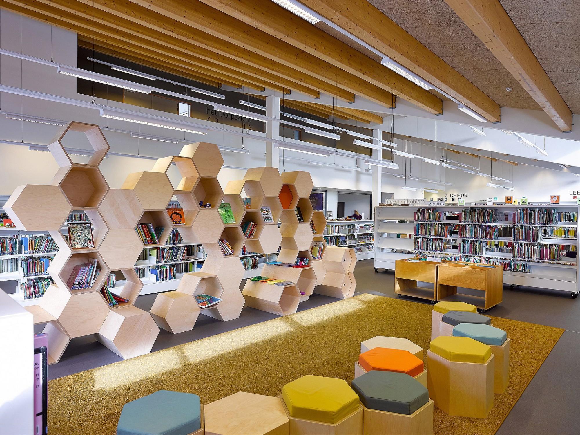 Afbeelding: Interieur fotografie openbare bibliotheek te Zoersel, voor de groep Van Roey.