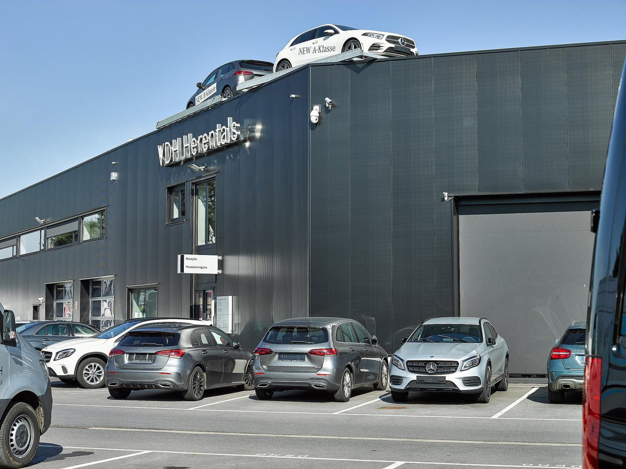 Afbeelding: Architectuur fotografie industriebouw Foto Van Huffel, fotografie garages voor De Pelsmaeker industriebouw.