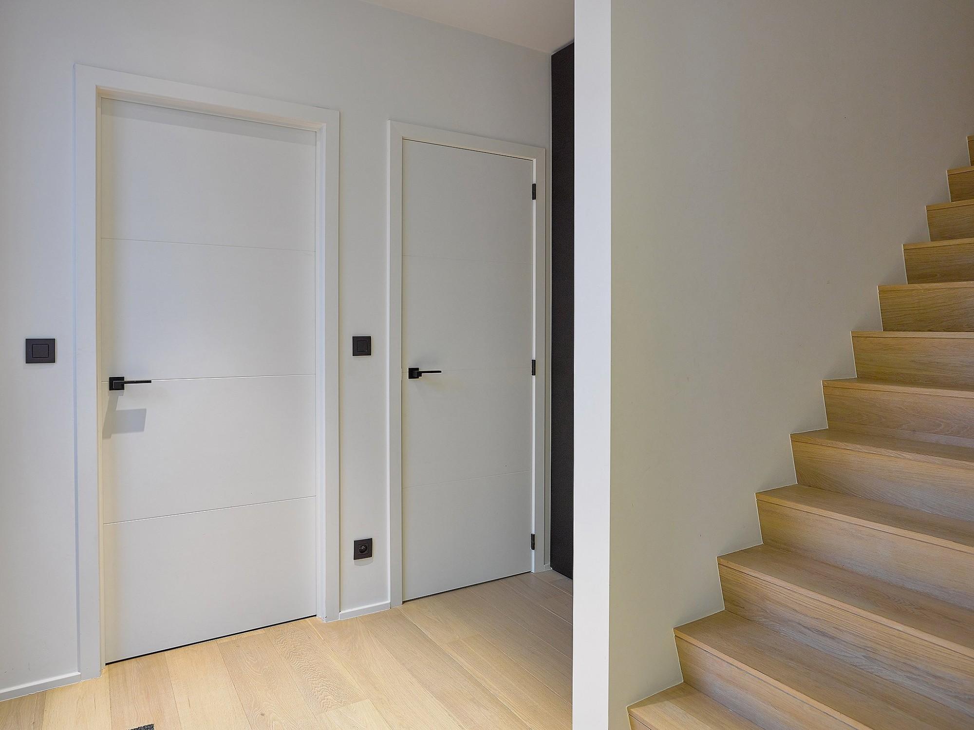 Afbeelding: Fotografie van trap en binnendeuren, voor RDK.