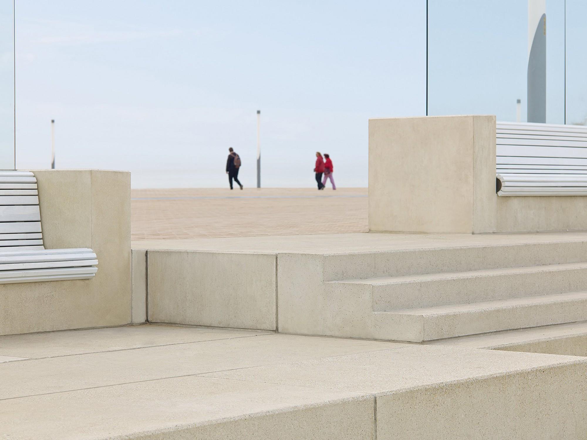 Afbeelding: Product fotografie op locatie, betonmaterialen en tegels voor infrastructuur en aanleg, Oostende, fotografie voor Urban Style, landschapsfotografie foto Van Huffel.