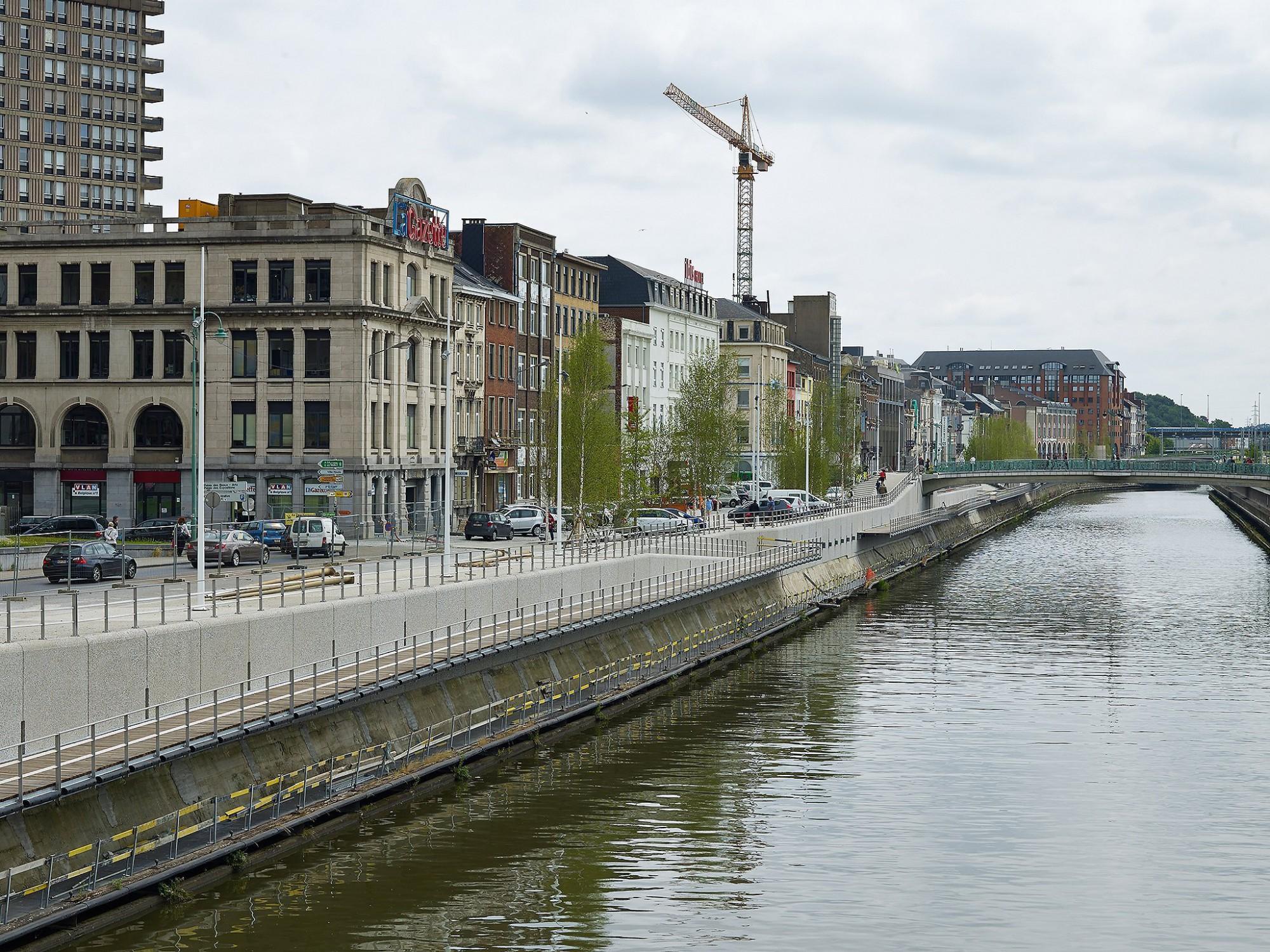 Afbeelding: Fotografie infrastructuur werken, gebruik van bestratingsmaterialen en archibeton voor Ebema, quai de Flandres te Charleroi.